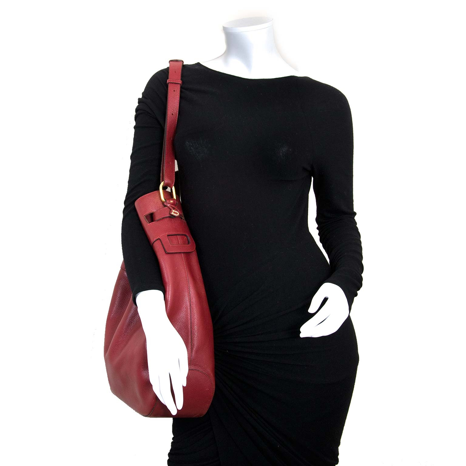 second hand authentic Delvaux Red Leather Catogan Trotteur Bag at labellov.com for the best price