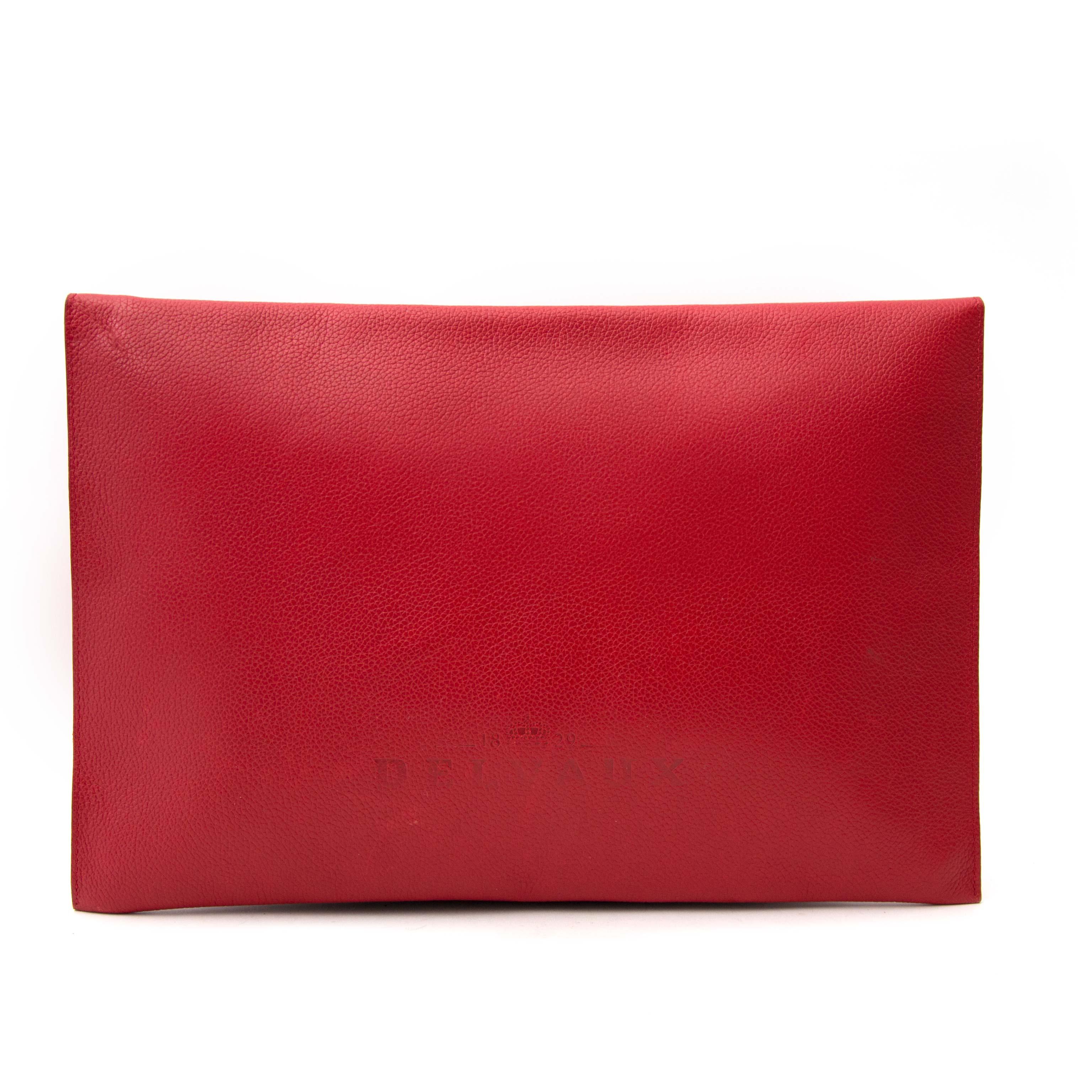 achetez enligne Delvaux Red Enveloppe Clutch chez labellov.com