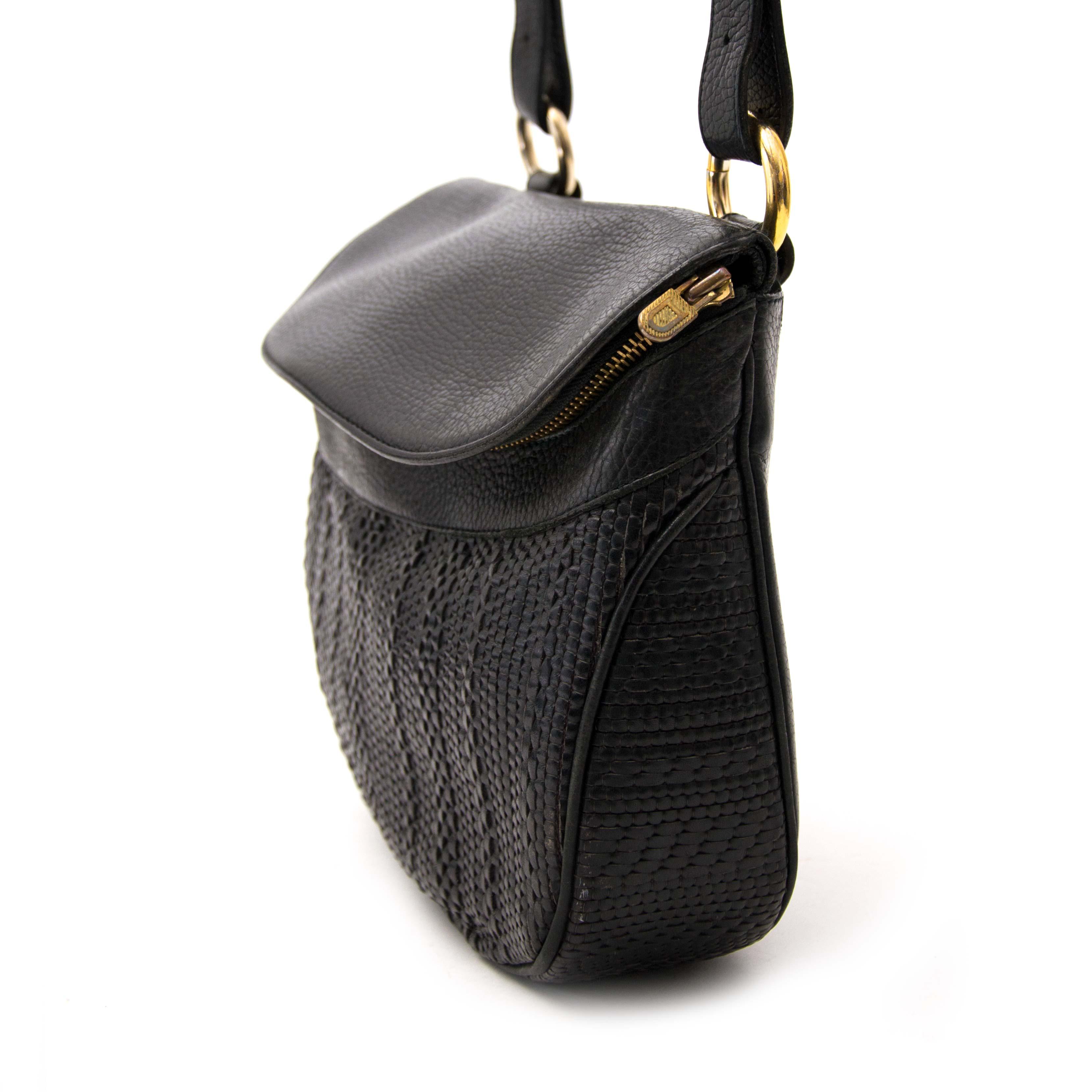 acheter en ligne chez labellov.com pour le meilleur prix delvaux toile de cuir black shoulder bag