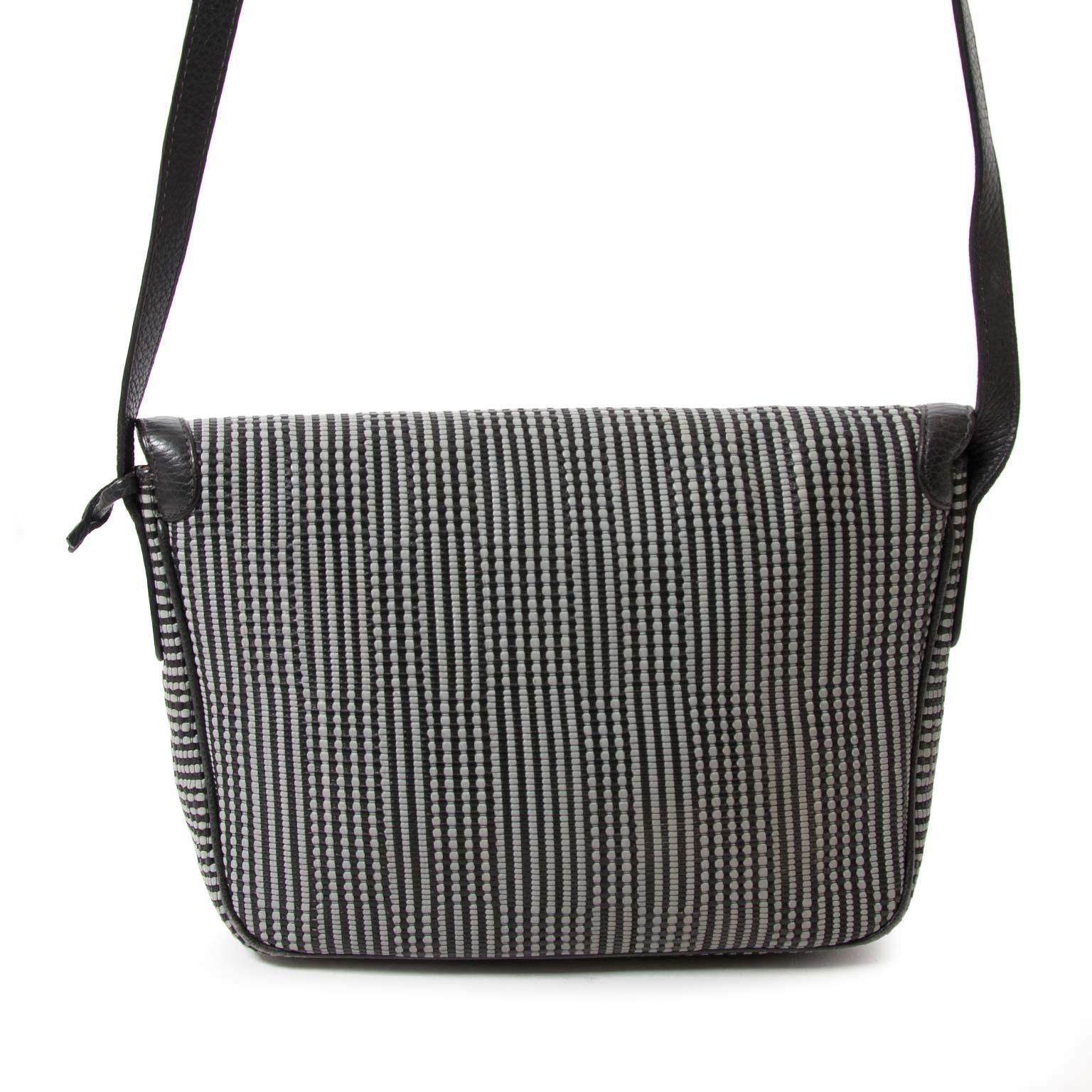 achetez Delvaux Grey Toile De Cuir Cross Body Bag chez labellov.com