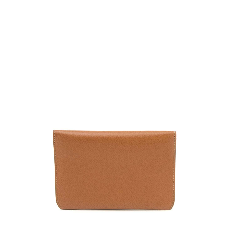 Vintage Delvaux wallet for the best price at Labellov webshop. Safe and secure online shopping with 100% authenticity. Vintage Delvaux porte monnaie pour le meilleur prix.