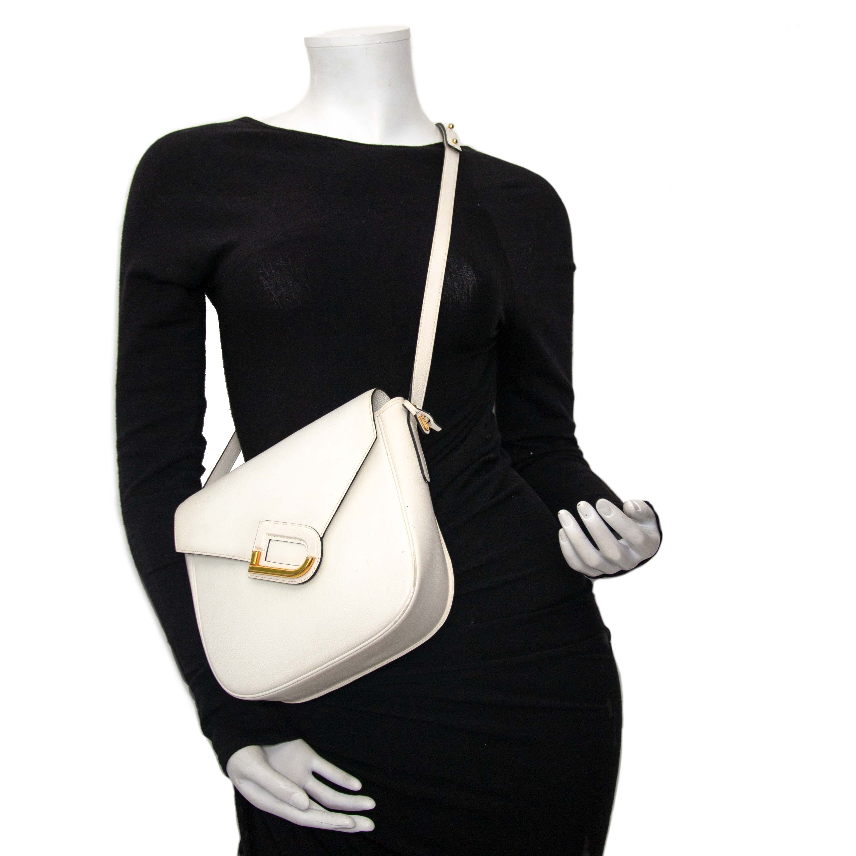 achetez en ligne Delvaux White Leather Crossbody Bag  à un bon prix chez Labellov à Anvers