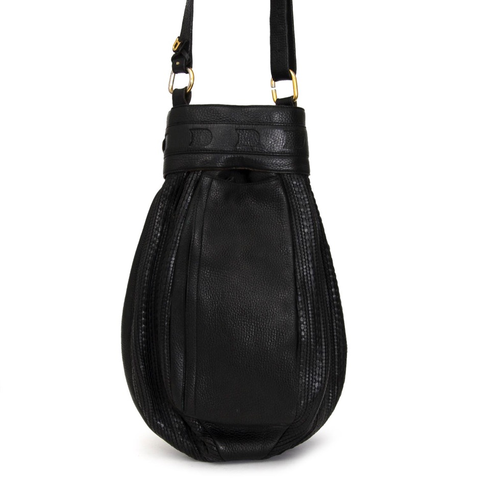 Buy Delvaux Black Toile de Cuir Shoulder Bag at the right price at LabelLOV vintage webshop. Luxe, vintage, fashion. Safe and secure online shopping. Antwerp, Belgium.