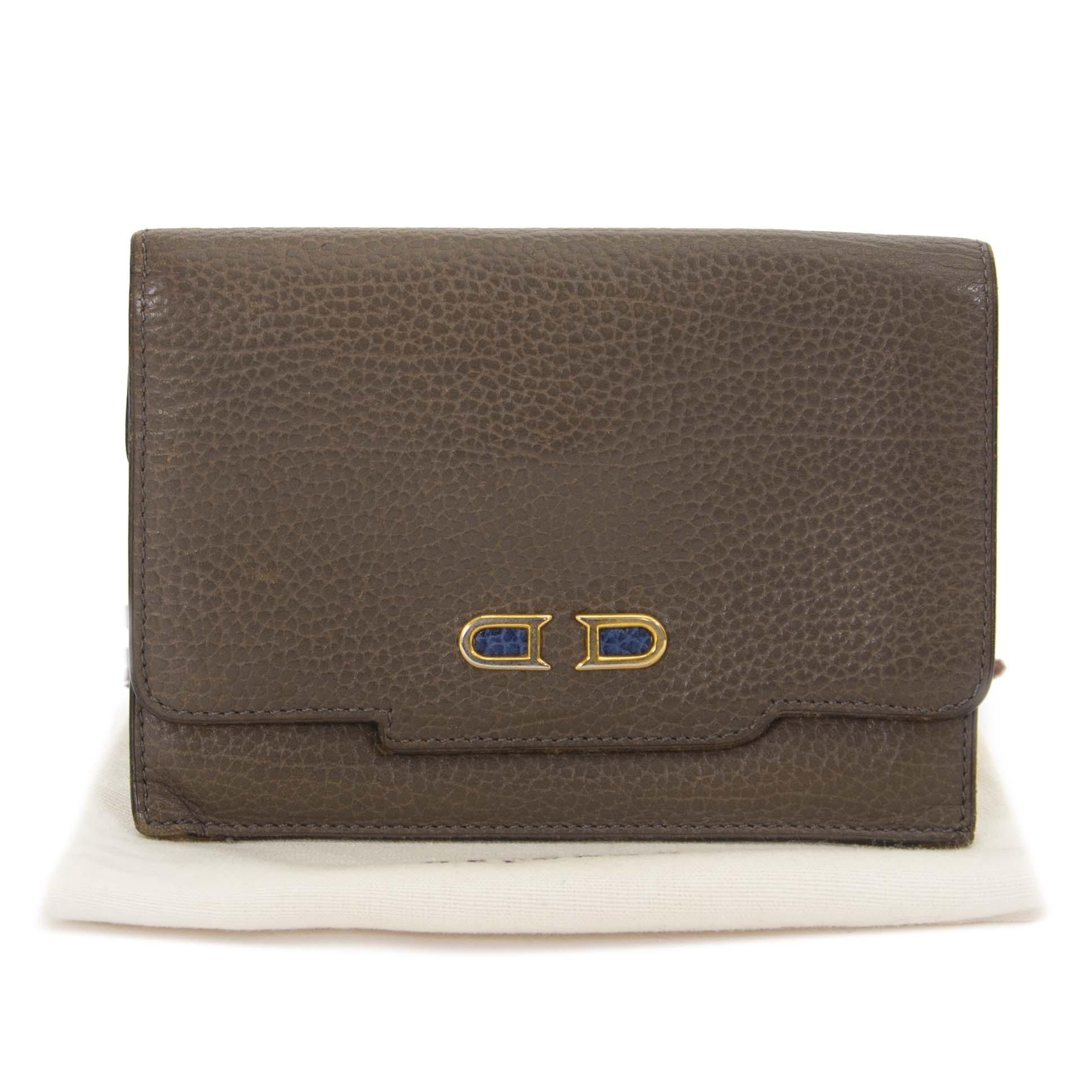 Delvaux Taupe portefeuille nu te koop bij labellov vintage mode webshop belgië