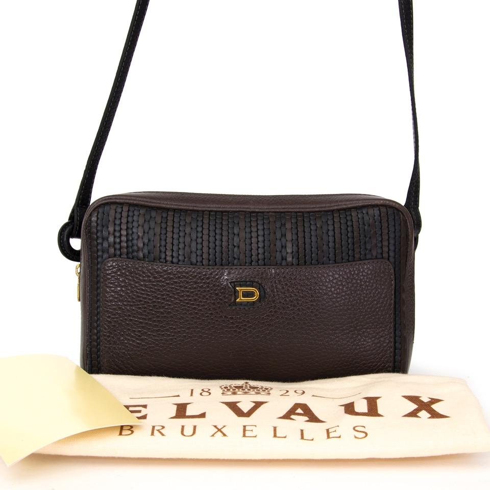 91c3beafcc8 ... Authentieke Delvaux zwart bruin Toile de cuir cross body tas voor de  juiste prijs bij LabelLOV