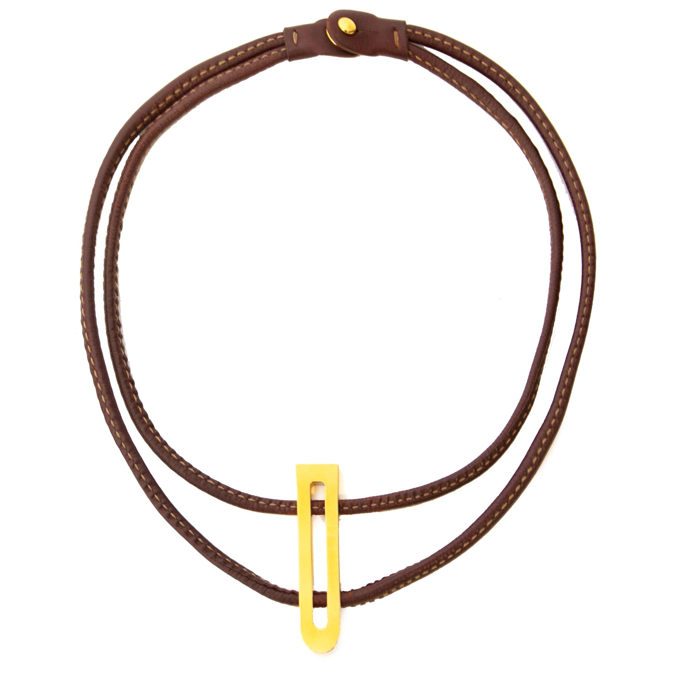 Delvaux Brown Leather Gold D Tag Necklace kopen en verkopen aan de beste prijs bij Labellov