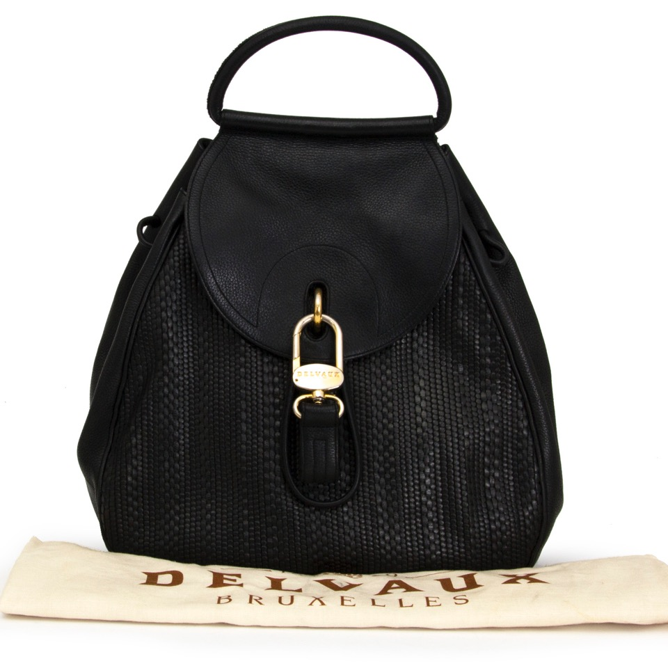 8d1b58dcb340 ... Authentieke Delvaux zwarte cerceau toile de cuir rugzak voor de juiste  prijs bij LabelLOV vintage webshop