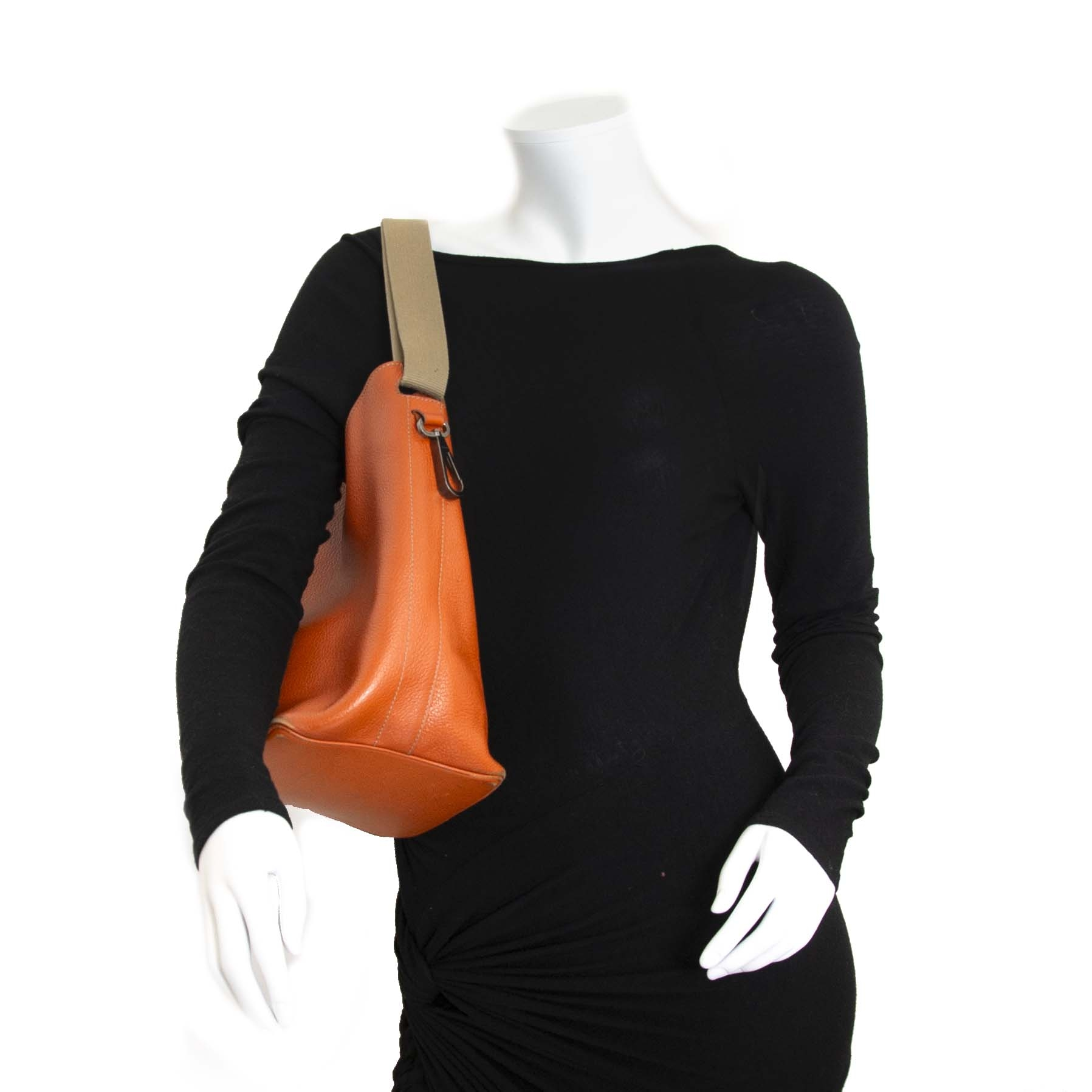 Deux De Delvaux Orange Bucket Bag now for sale at labellov vintage fashion webshop belgium