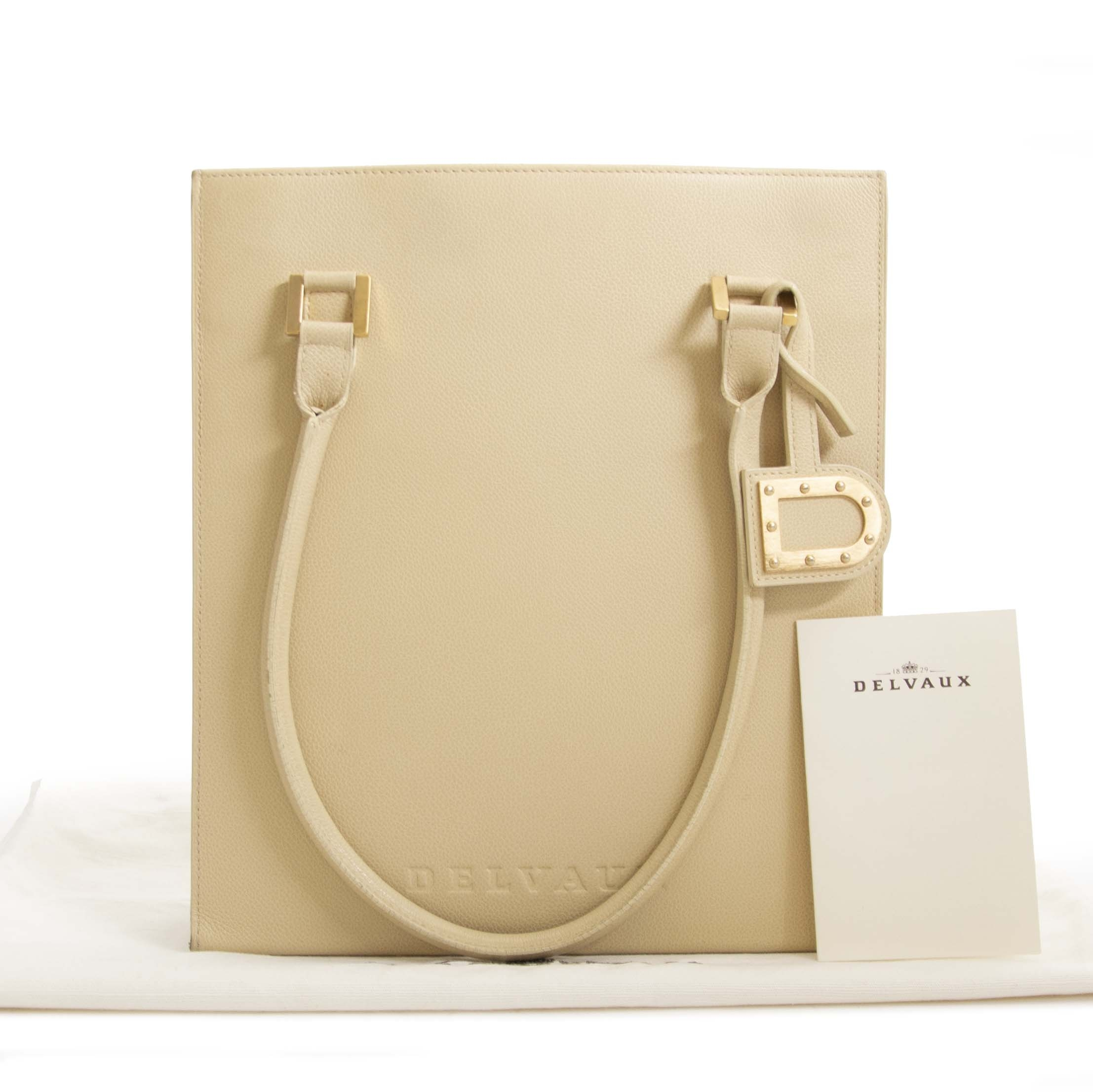 62c6318ee917 ... Authentique seconde main Delvaux Le Jeff Beige achète en ligne webshop  LabelLOV