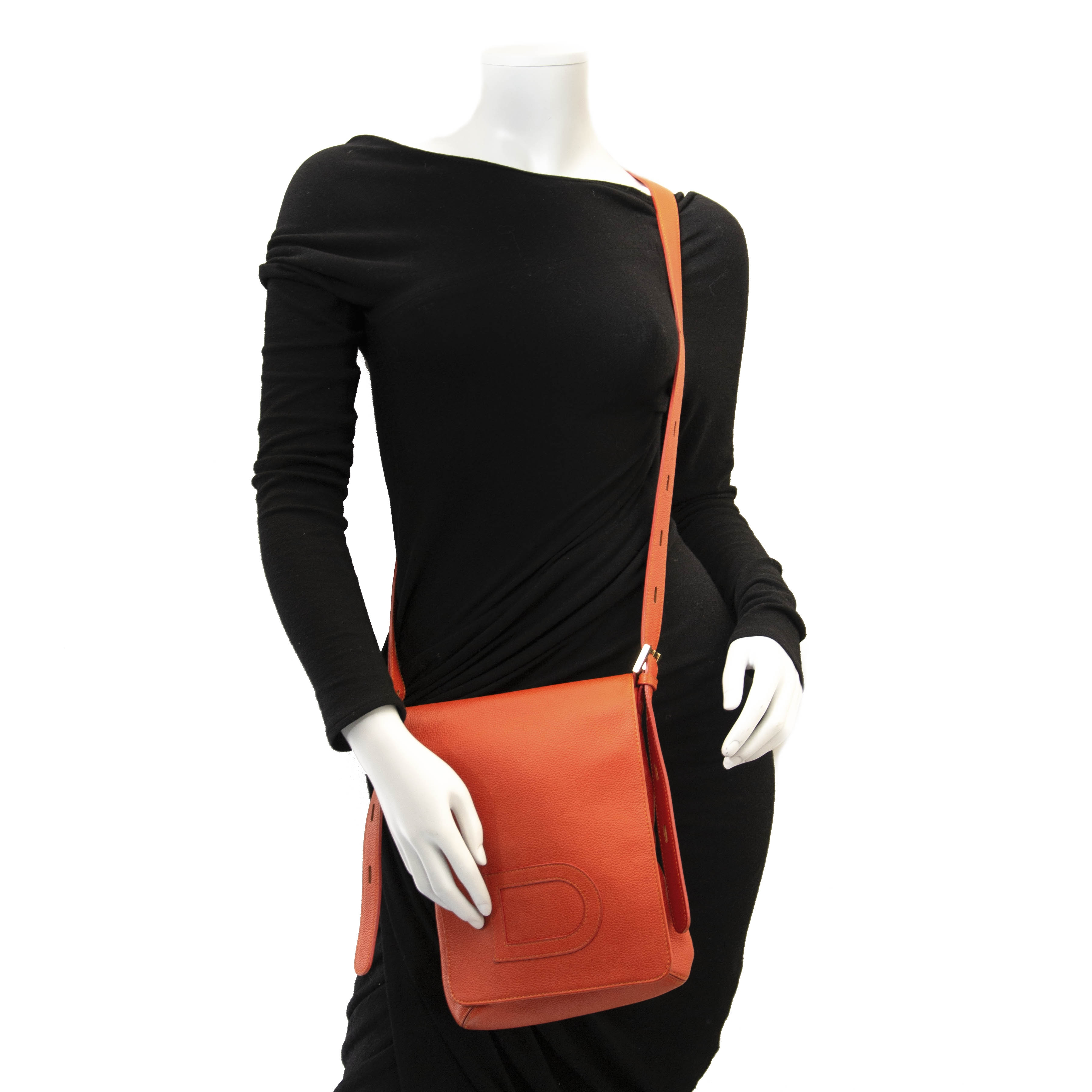 Delvaux Orange Louise Baudrier Cross Body Bag. Authentic secondhand delvaux louise baudrier bag orange leather. Right prices, safe online shopping at LabelLOV webshop. Luxury items, shopping in Antwerp. Fashion, Belgium.