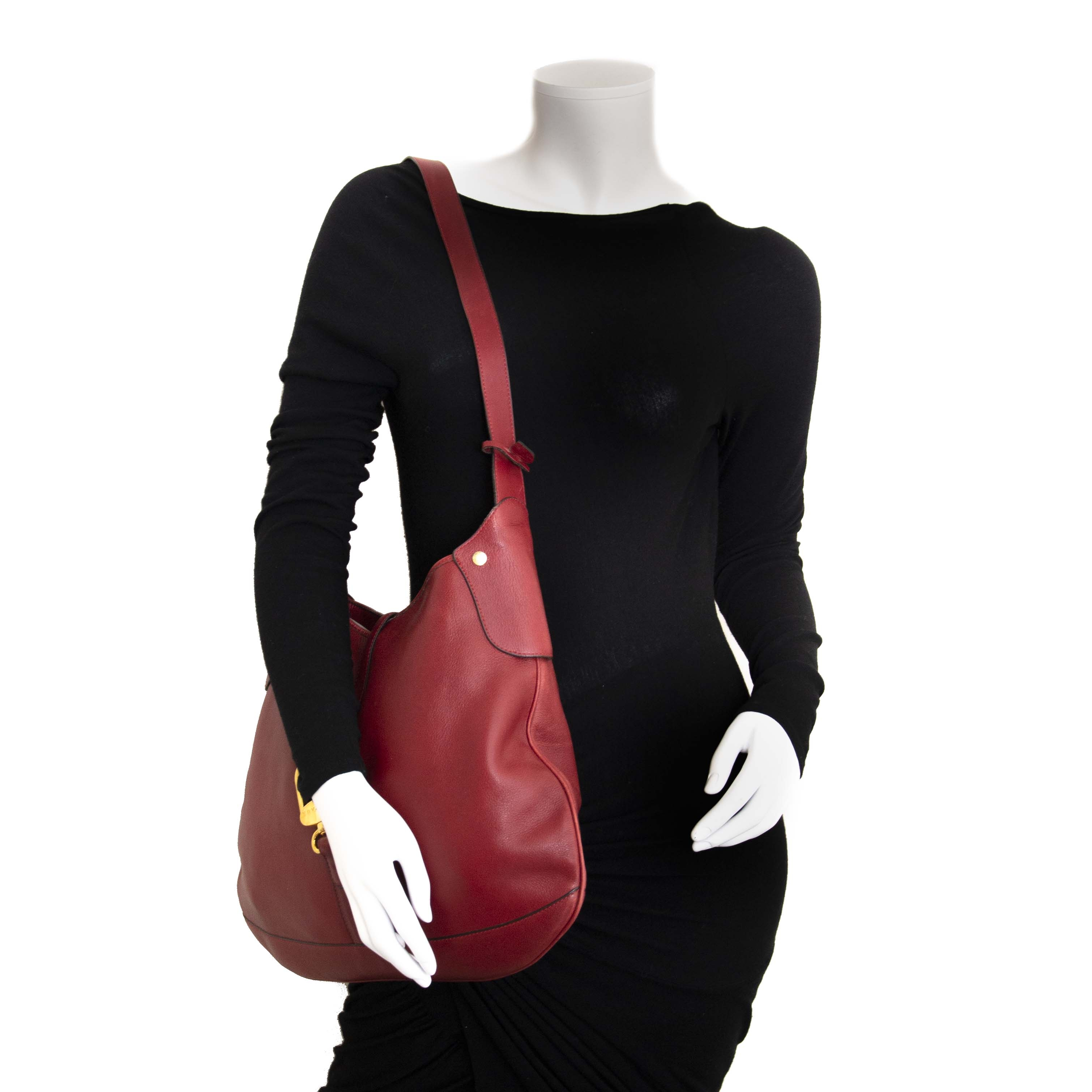 Delvaux Dark Red Shoulder Bag. For the best price at LabelLov. Pour le meilleur prix à LabelLOV. Voor de beste prijs bij LabelLOV.