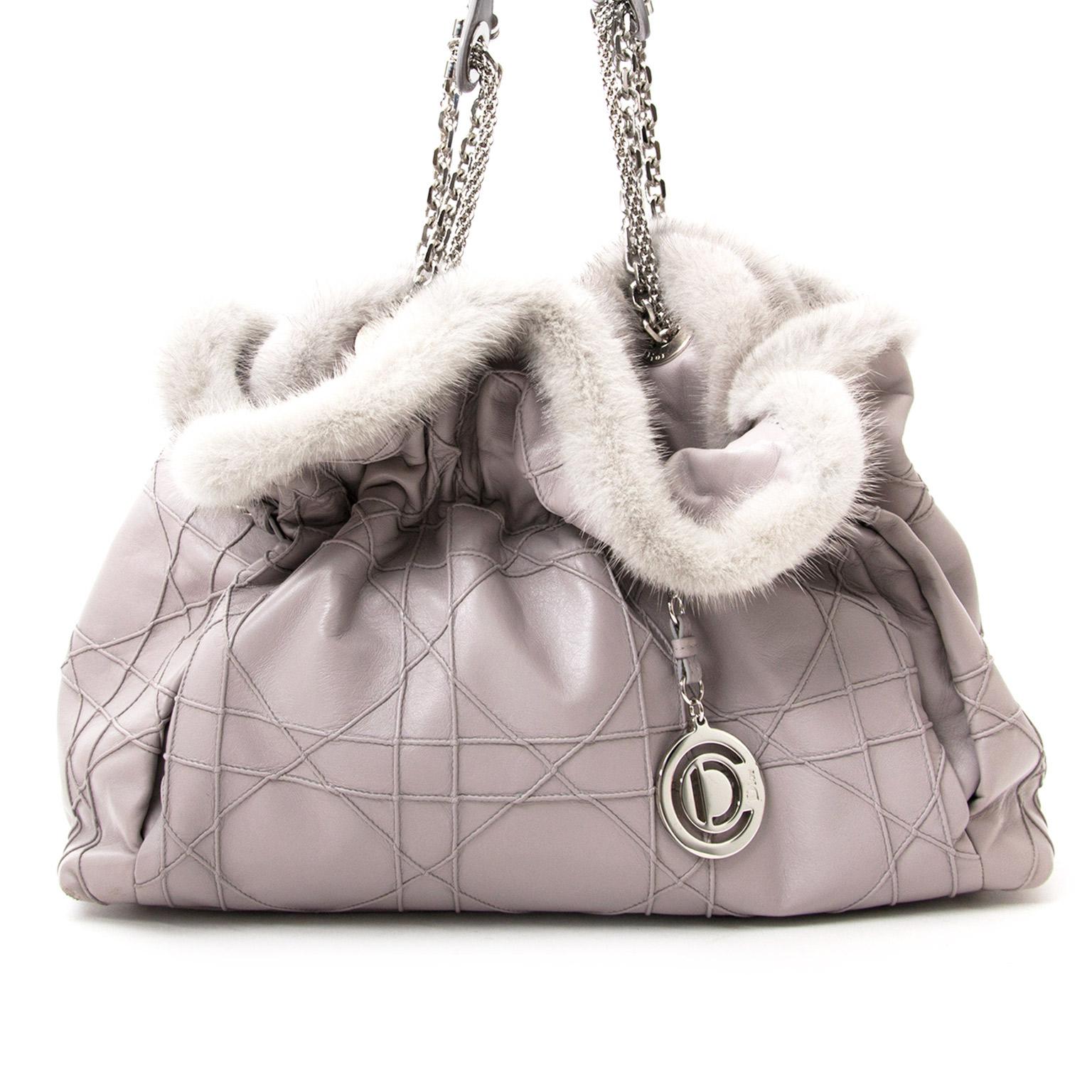 koop veilig online aan d beste prijs Christian Dior Grey Shoulder Bag with Fur net als nieuw 100% authentiek