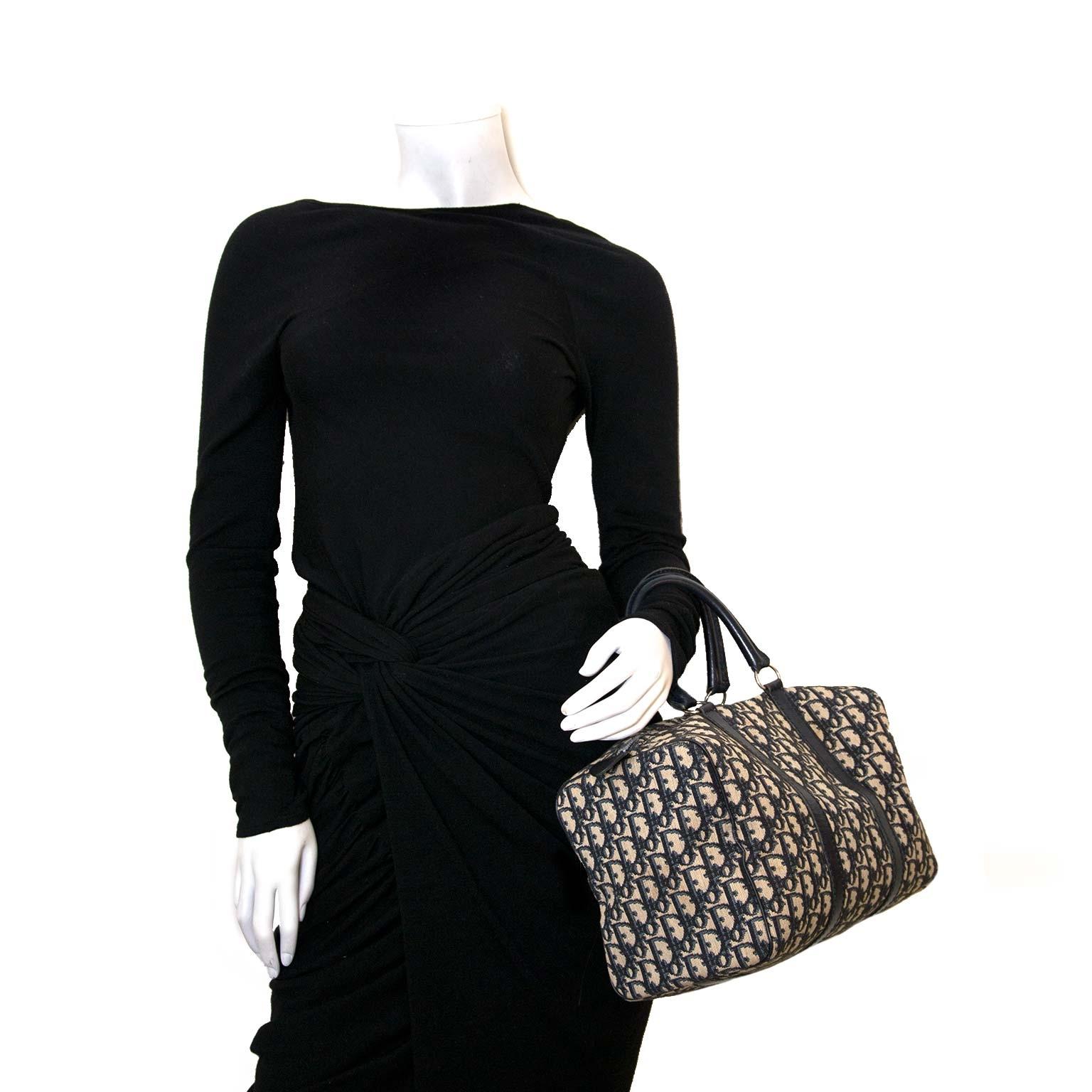 Koop en verkoop authentieke designer stukken zoals Dior Blue Monogram Boston Handbag