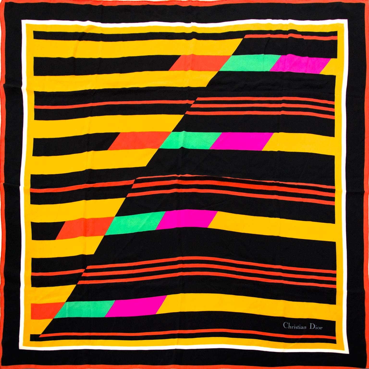 Koop authentieke Dior sjaals nu online bij Labellov vintage mode webshop België
