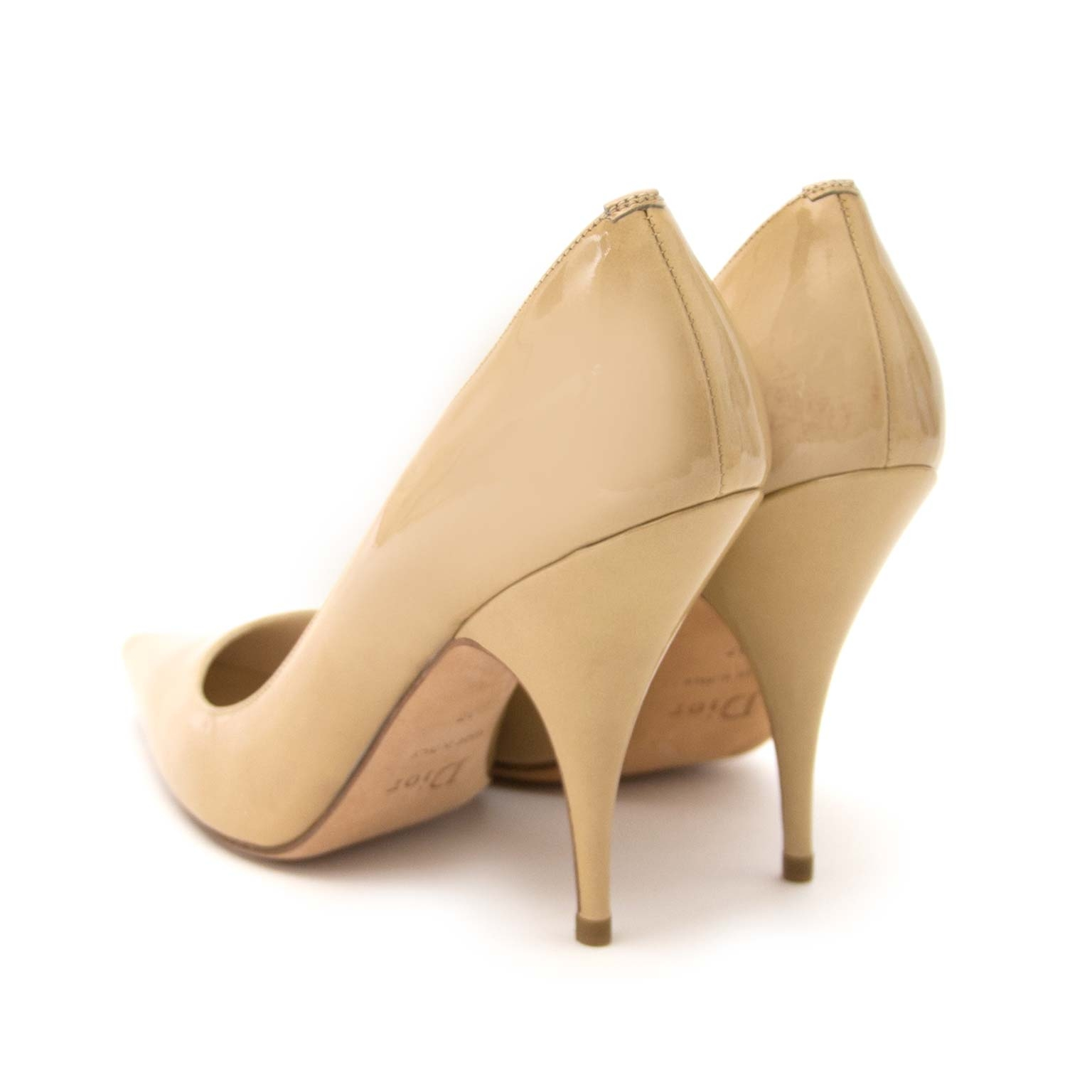 Christian Dior Beige Vernis Pointy Pumps - Size 37 Buy authentic designer Dior secondhand bags at Labellov at the best price. Safe and secure shopping. Koop tweedehands authentieke Dior tassen bij designer webwinkel labellov.