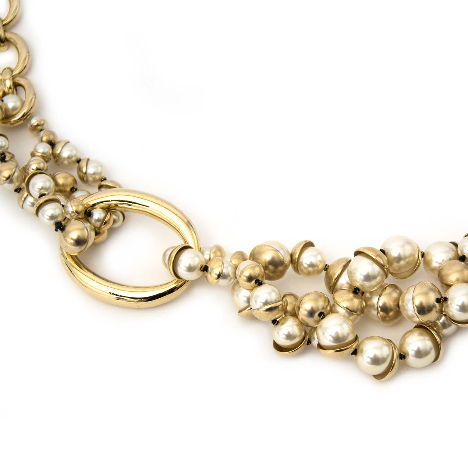 Dior 'Mise en Dior' Pearl Necklace Buy authentic designer Dior secondhand jewellery jewelry at Labellov at the best price. Safe and secure shopping. Koop tweedehands authentieke Dior Juwelen halsketting designer webwinkel labellov