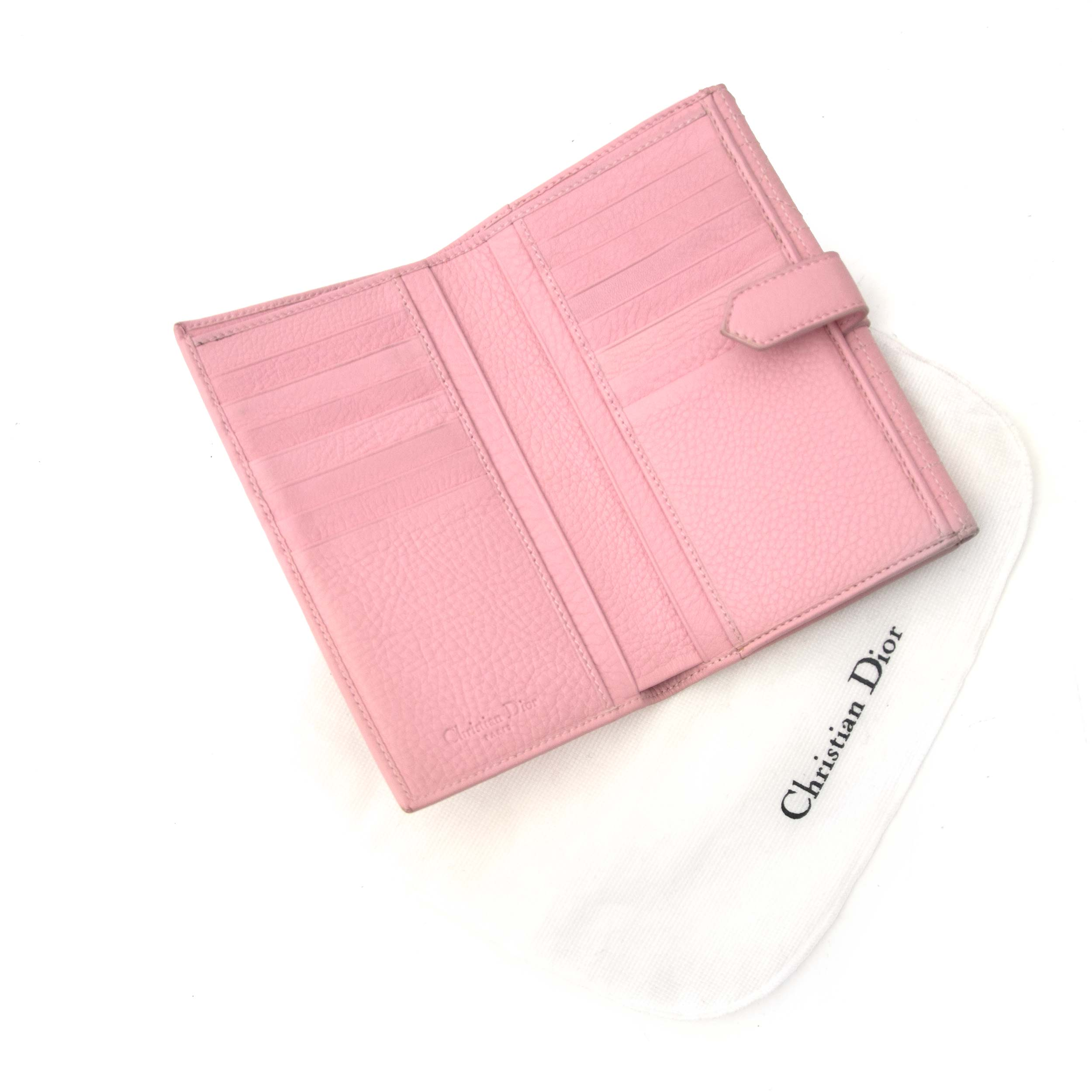 Buy now this beautiful wallet from Dior on labellov.com