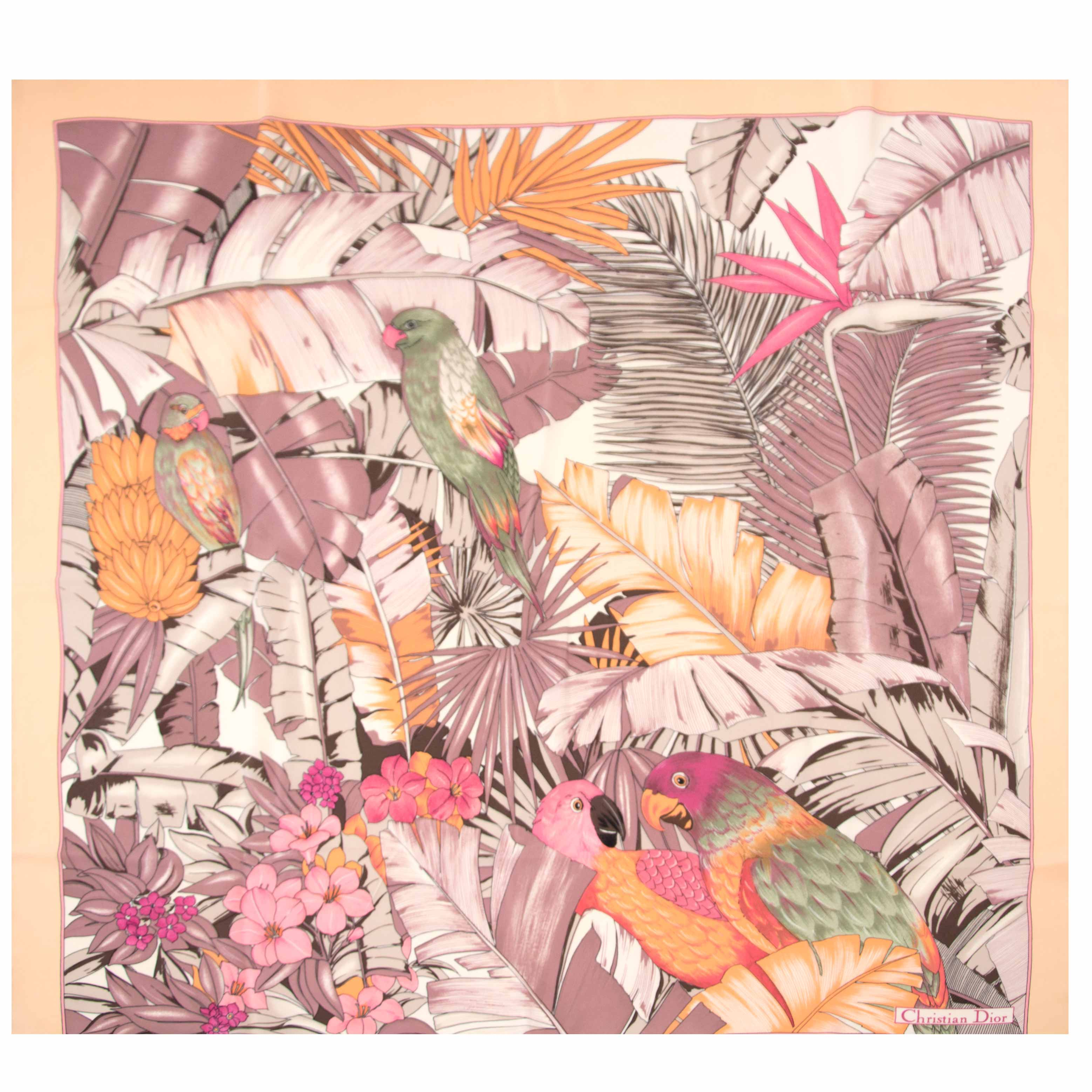 koop nu jouw tweedehands Christian Dior Parrot Scarf op labellov.com