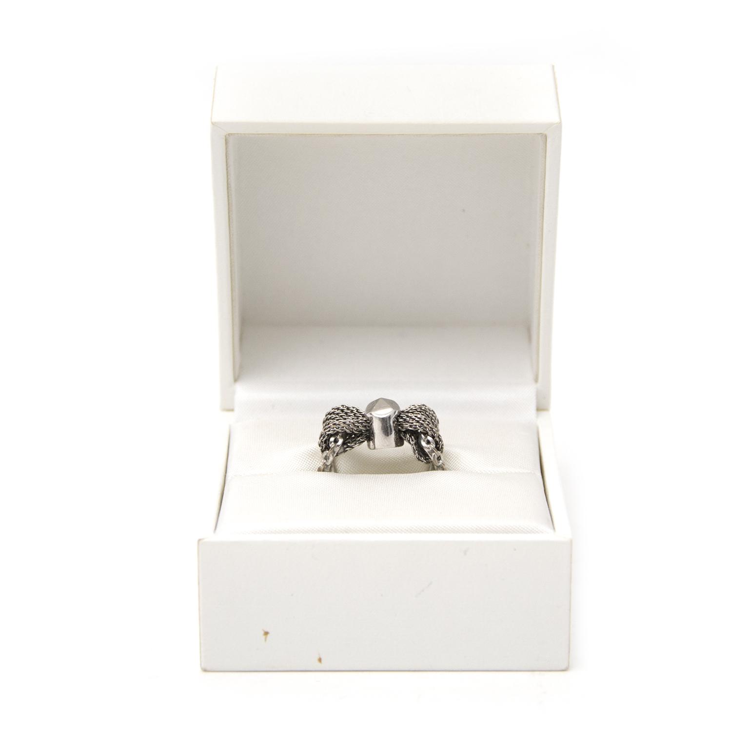 Shop safe online aan de beste prijs Dior Metallic Silver Ring bij Labellov.com