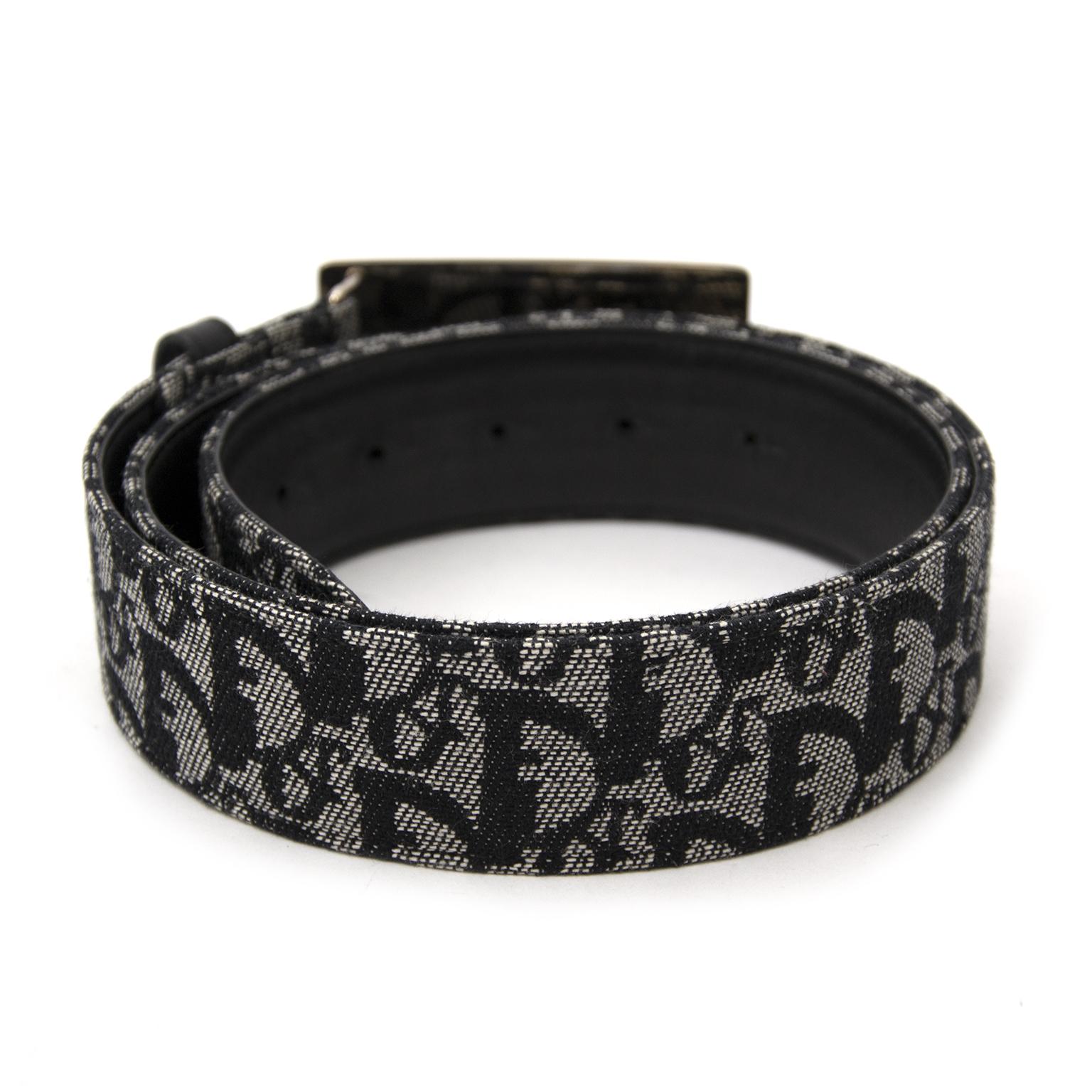Op zoek naar een tweedehands Dior Blue Monogram Belt ? Koop en verkoop snel en makkelijk aan de beste prijs.