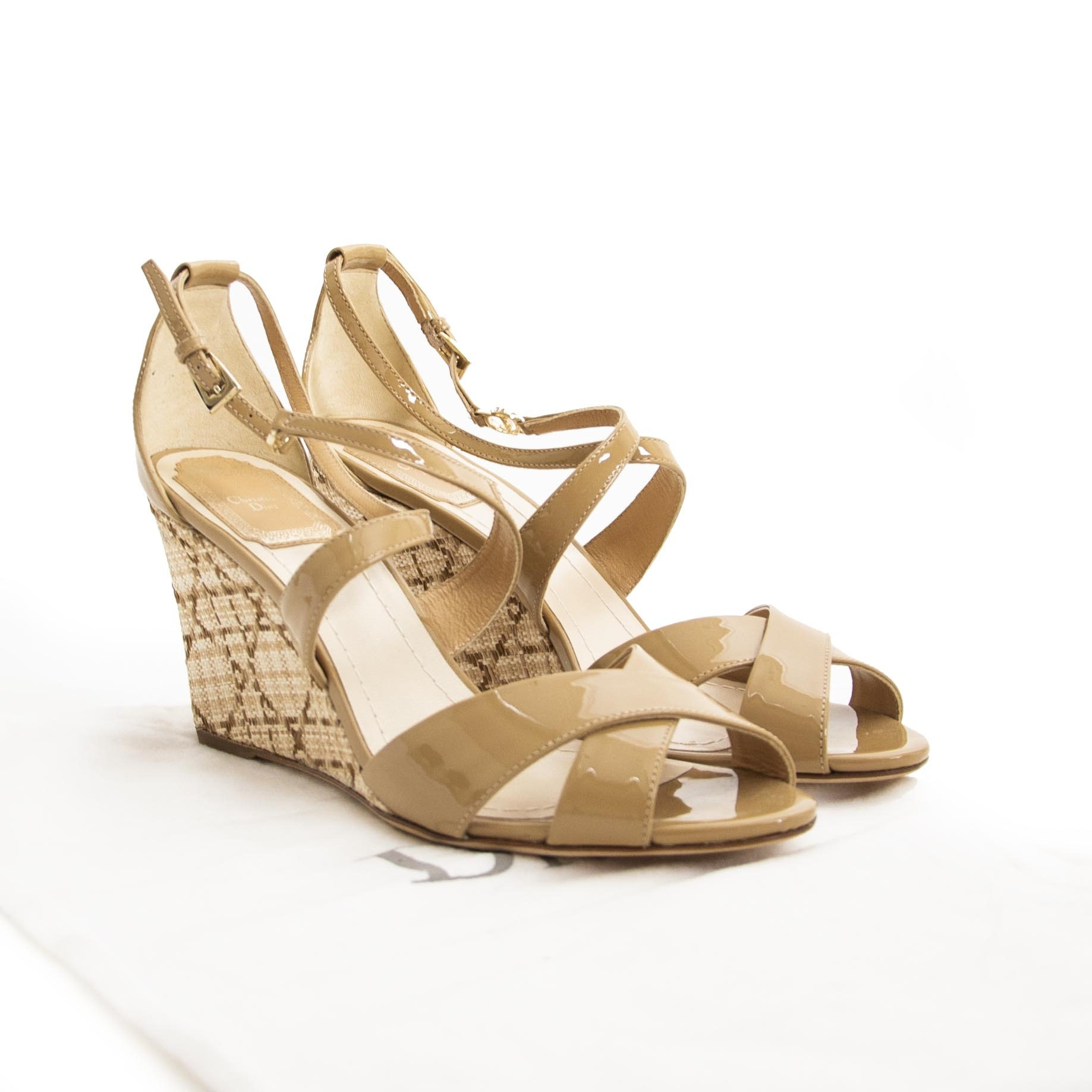 Christian Dior Nude Wedge Sandals - 37,5 (Labellov) For the best price at LabelLov. Pour le meilleur prix à LabelLOV. Voor de beste prijs bij LabelLOV.
