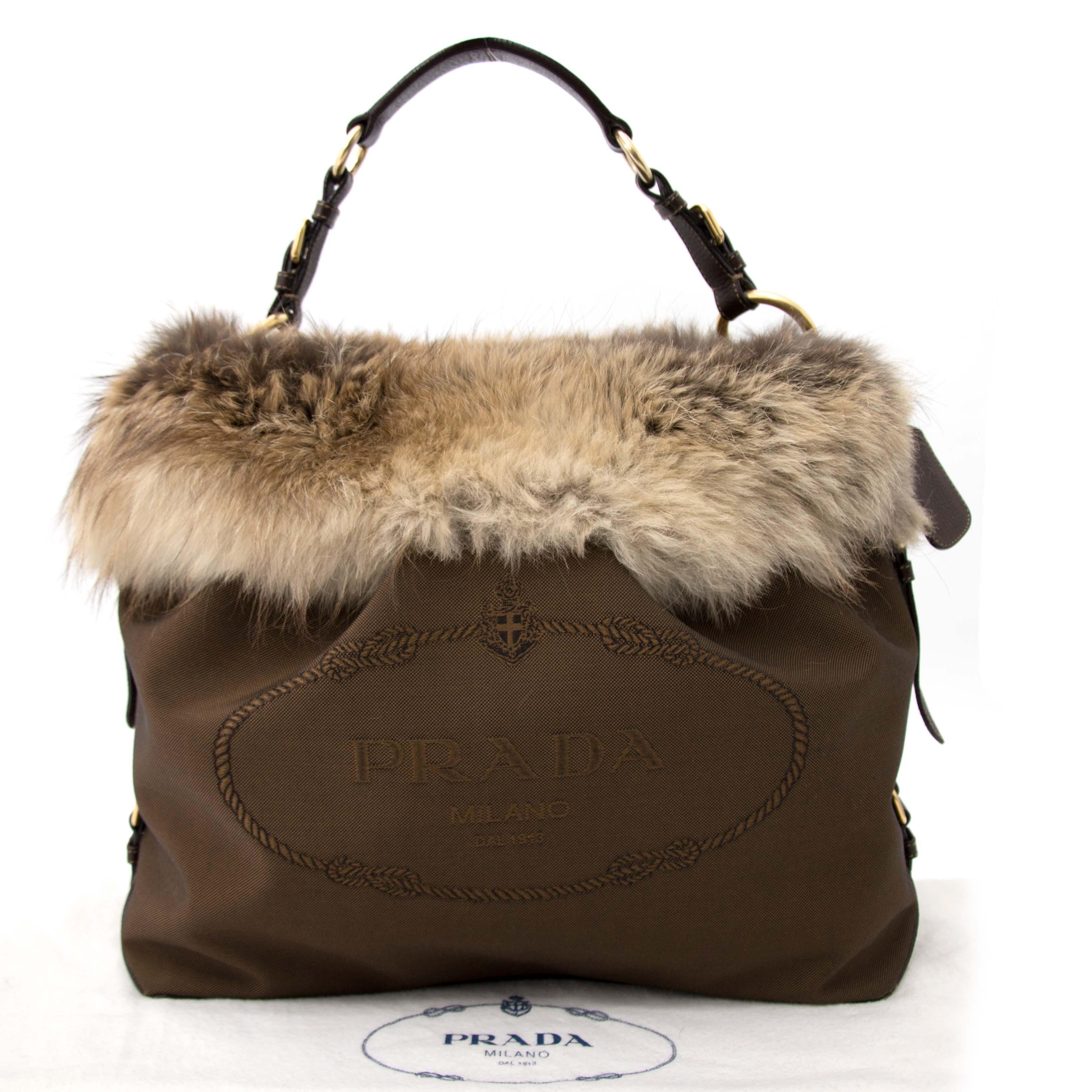 Koop en verkoop uw authentieke Prada Brown Fabric and Fur tas aan de beste prijs