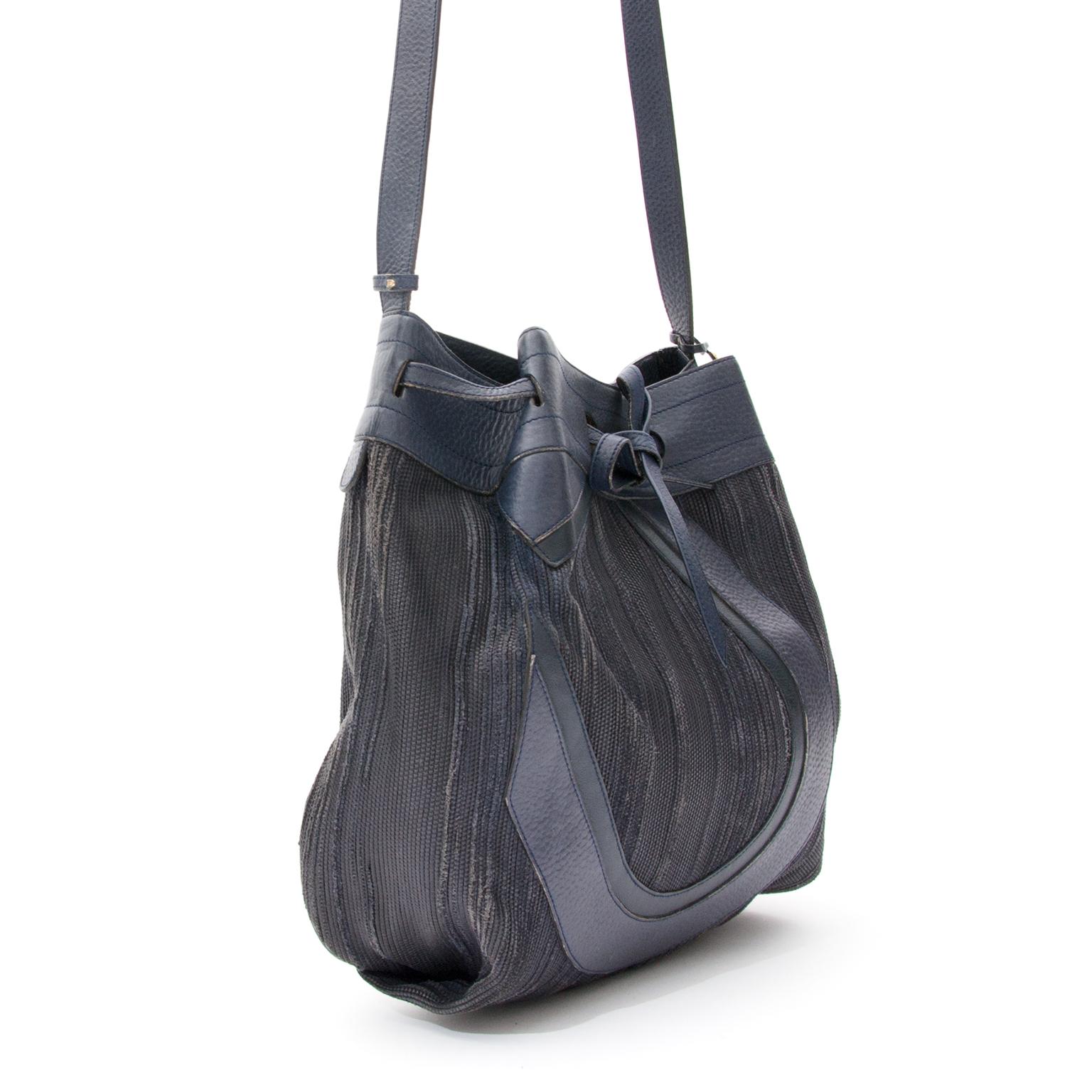 Shop safe and secure Delvaux navy leather woven shoulder bag at the best  price webshop labellov koop veilig online tweedehands gewoven blauwe  Delvaux ... e2f533c90cc6f