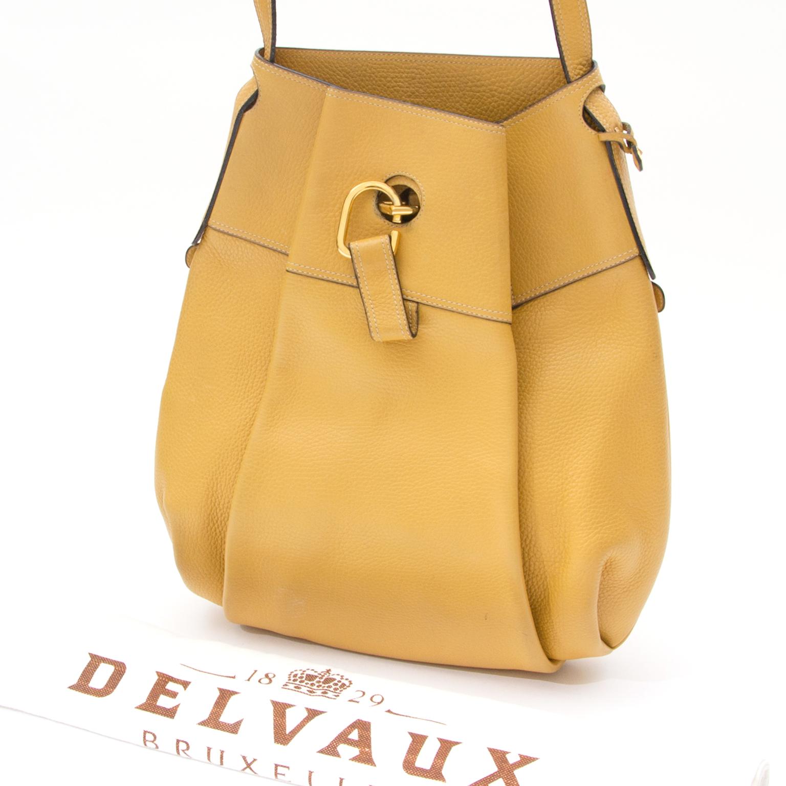 d82855c7eb33 ... Koop veilig online tweedehands delvaux saffron geel hobo schoudertas  aan de beste prijs online webshop labellov