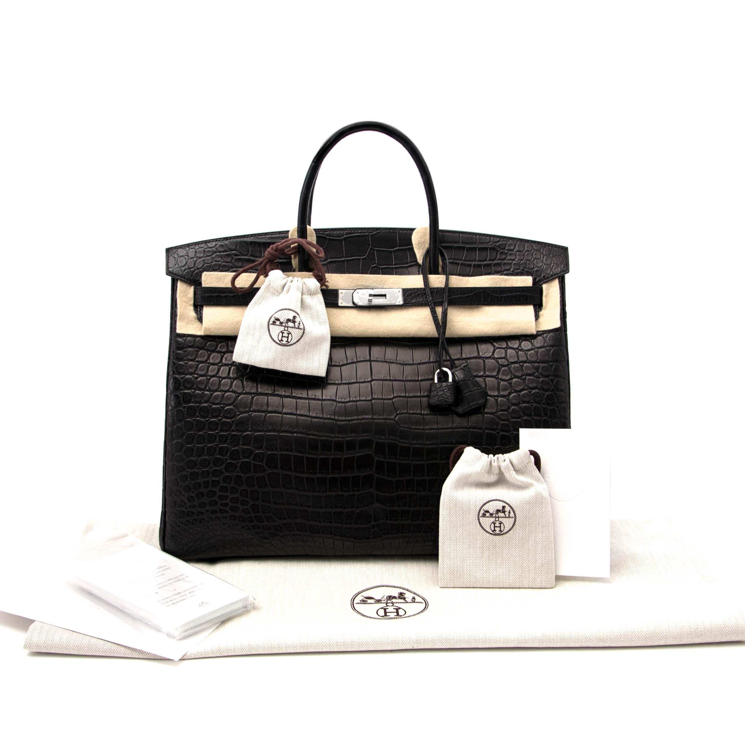 Bent u op zoek naar een authentieke Hermès Birkin 40 Crocodile Porosus Matte Black PHW?