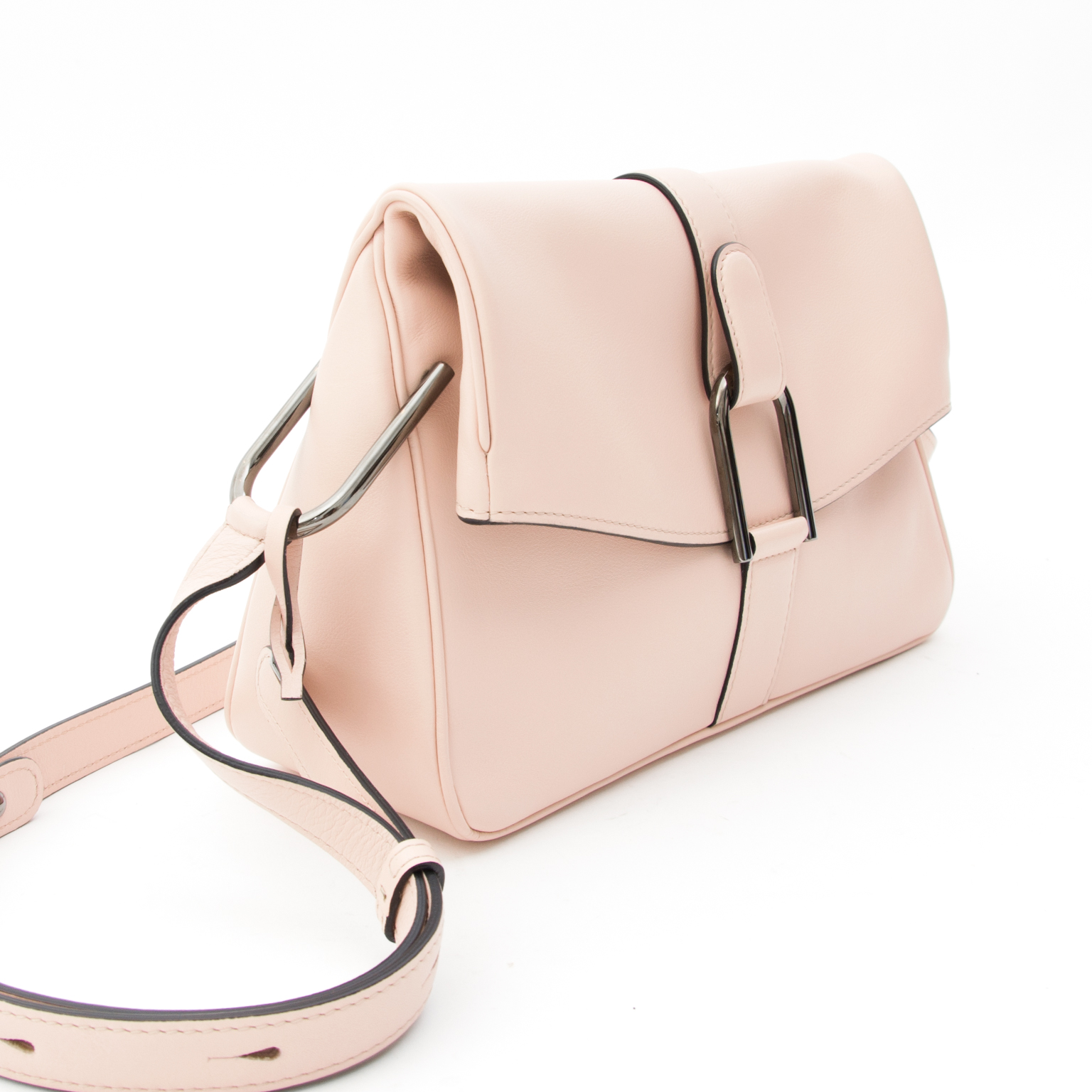 This Delvaux bag is a crafted in Polo calfskin with a matte finish and very small pores.  The color 'Nude' is a pastel pink or very light 'rose poudrée'.  Dark metallic hardware.