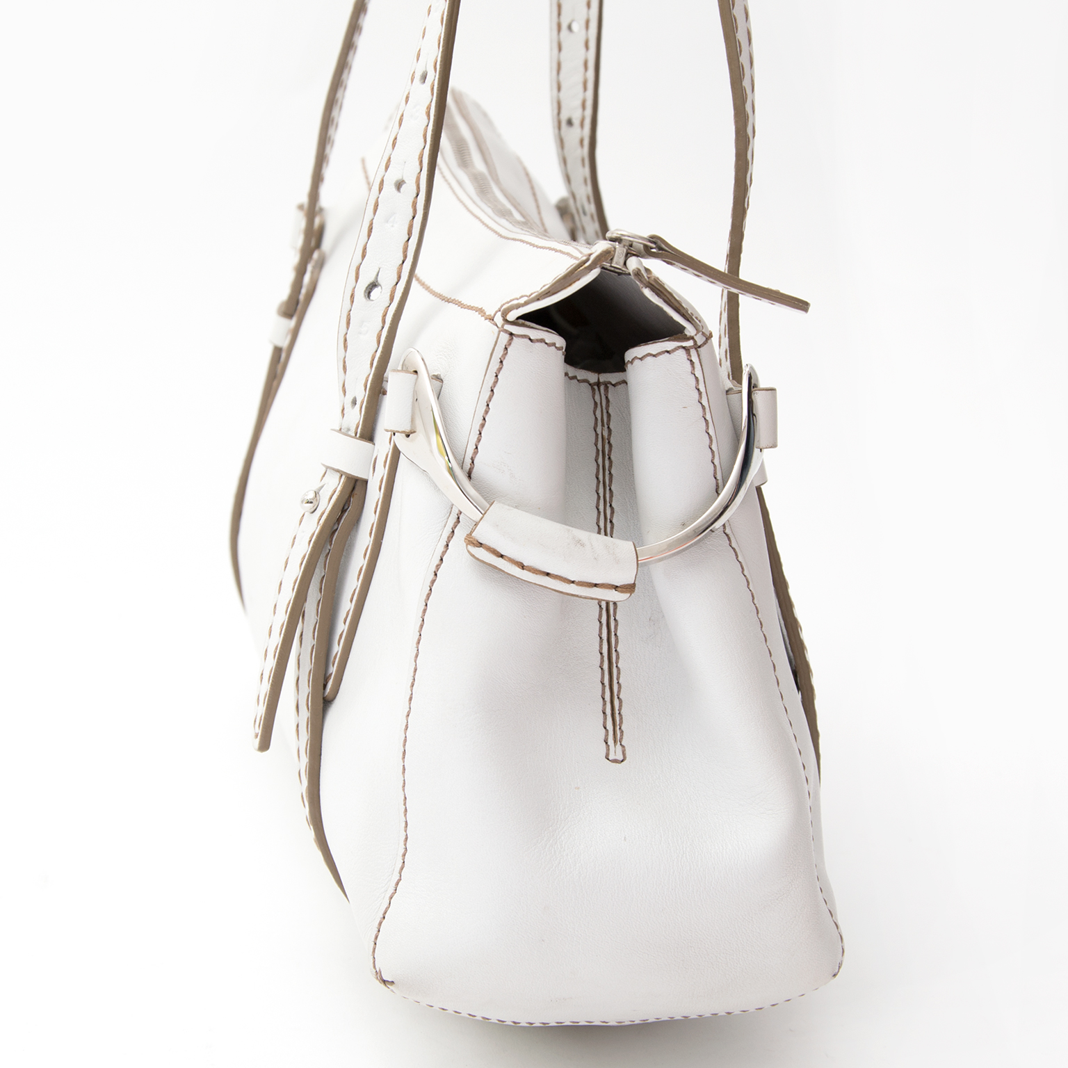 shop safe online designer secondhand Tod's White Shoulder bag at the best price