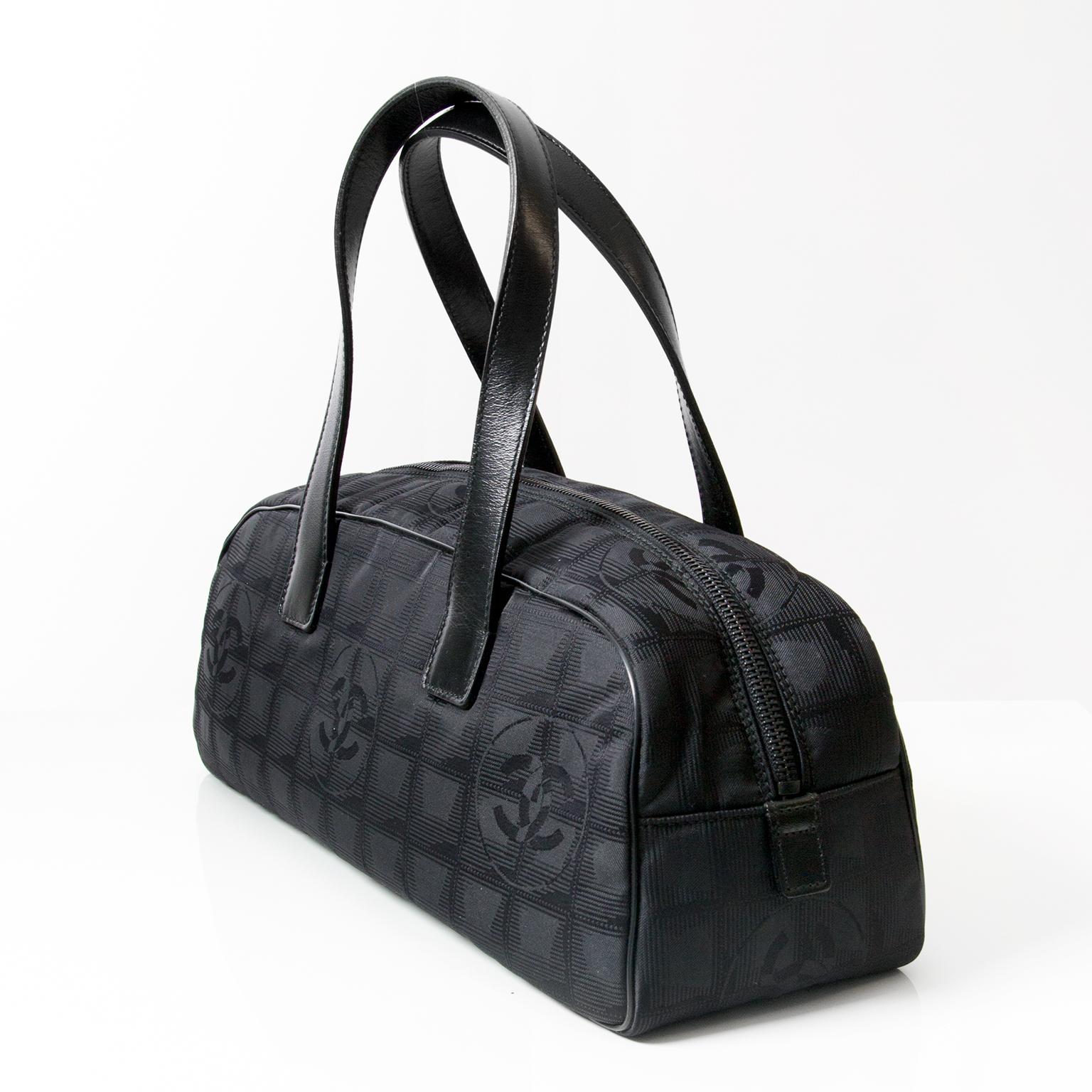 a25d28e779d8 ... Chanel zwart nylon handtas. Koop authentieke vintage designer Chanel.  LabelLOV webwinkel veilig online winkelen