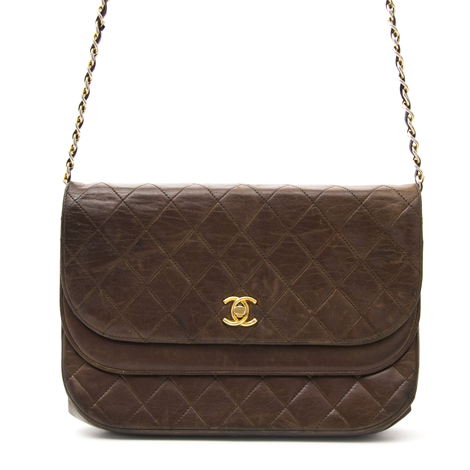 Secondhand Chanel brown handbag for the best price at Labellov webshop. Safe and secure online shopping with 100% authenticity. Seconde main Chanel brun sac à main pour le meilleur prix.