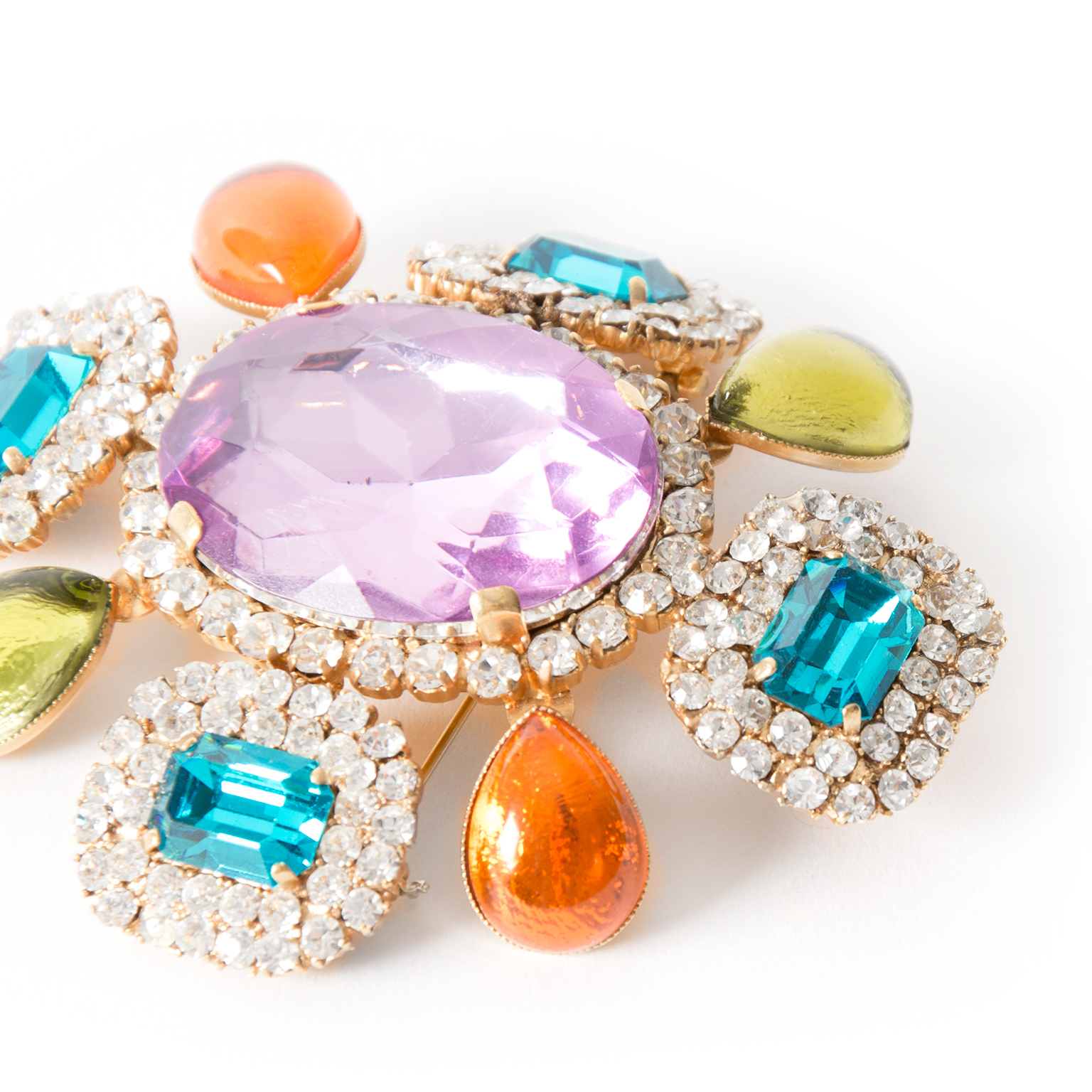 acheter en ligne seconde main Chanel rainstone multicolor brooch best price webshop labellov