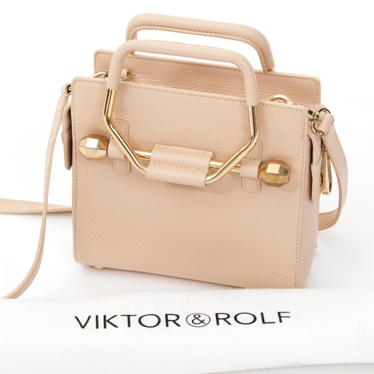 Koop en verkoop online tweedehands designer goederen, handtassen, mode.