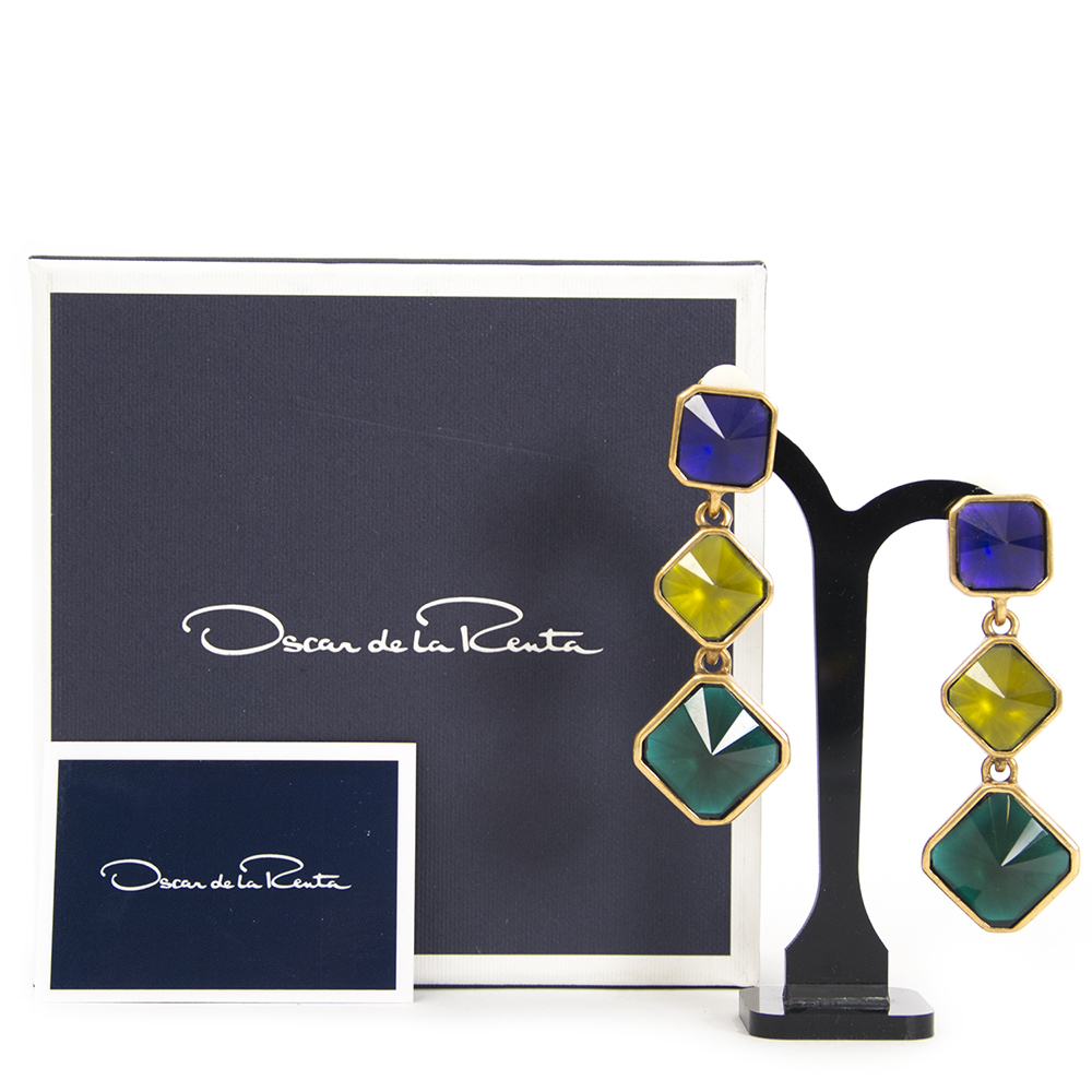 Buy your authentic designer earrings from Oscar de la Renta for the best price