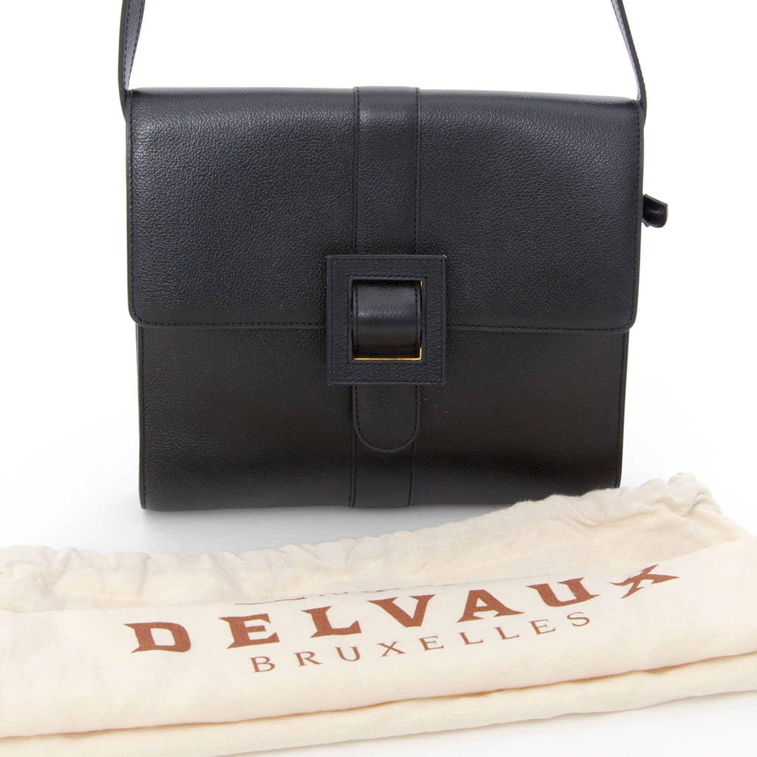 5818fb79690c Koop authentieke tweedehands Delvaux tassen Our Belgian Designers designed  this classic model by Delvaux. This cross body black bag has