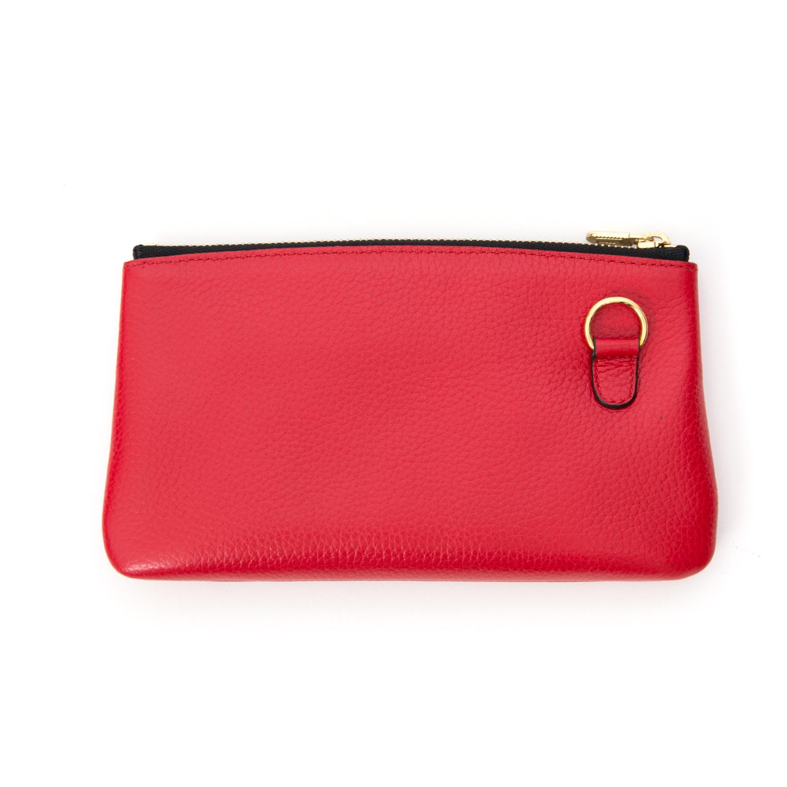 Delvaux rode Pochette aan de beste prijs bij Labellov. Safe and 100% authentic.