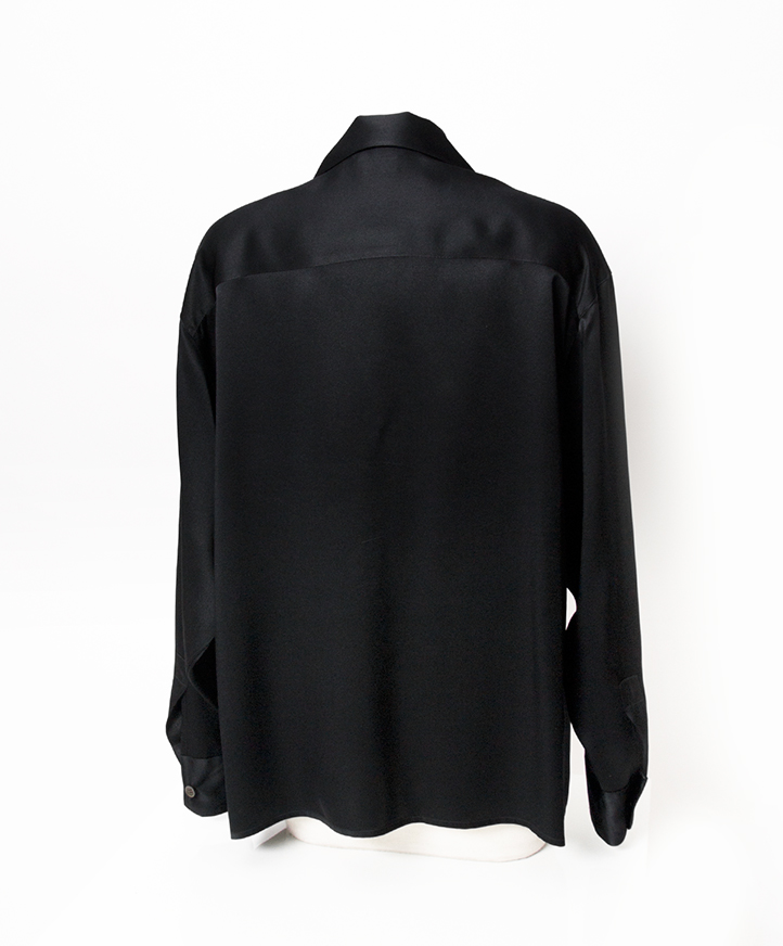 Authentieke tweedehands zwart zijden Chanel blouse bloes parel knopen juiste prijs veilig online winkelen webshop labellov designer vintage Antwerpen shopping fashion mode België luxe merken