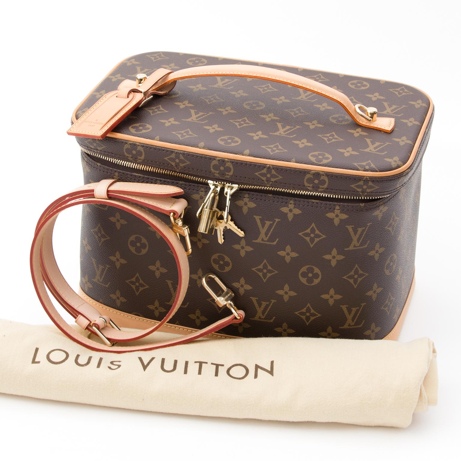 0e05c51ddf7 ... Louis Vuitton Monogram NICE Cosmetic Travel Bag LVJS601 Tweedehands  luxe merken aan juiste prijs LabelLOV