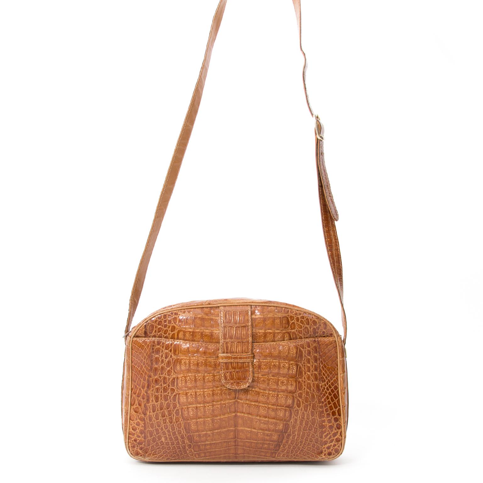 6560e3be9 ... Koop veilig tweedehands Vintage Croco Cognac Cross-Body Bag bij Labellov