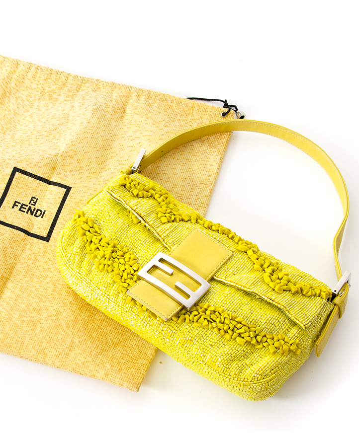 Fendi Bag Buy authentic secondhand at the right price at LabelLOV vintage webshop. Safe and secure online shopping. Koop authentieke tweedehandsmerken tegen de juiste prijs op LabelLOV