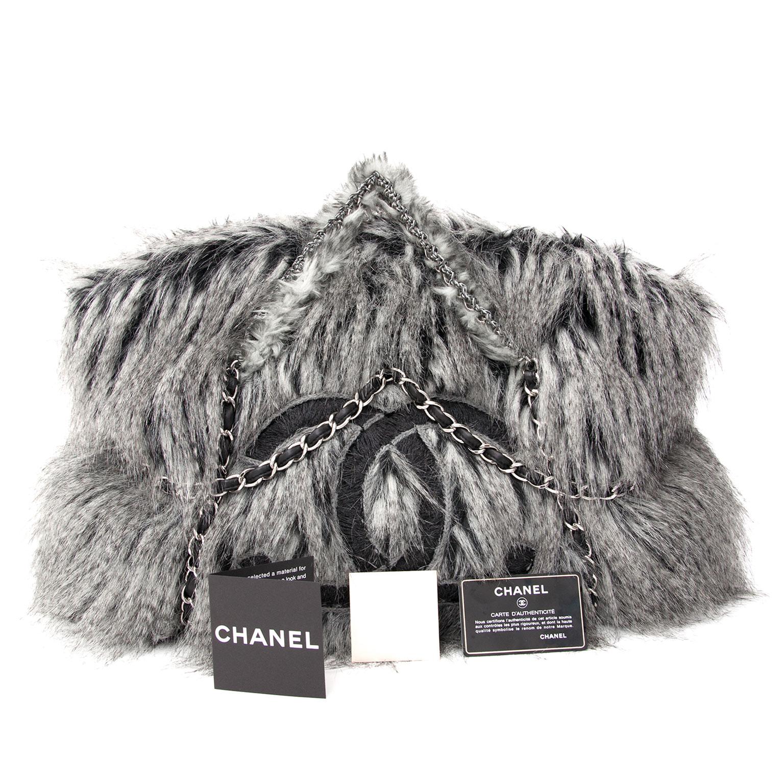 13c931c3a6a1 ... acheter en ligne secodne main sac a main limite Chanel Arctic Fantasy  Fur Tote Bag