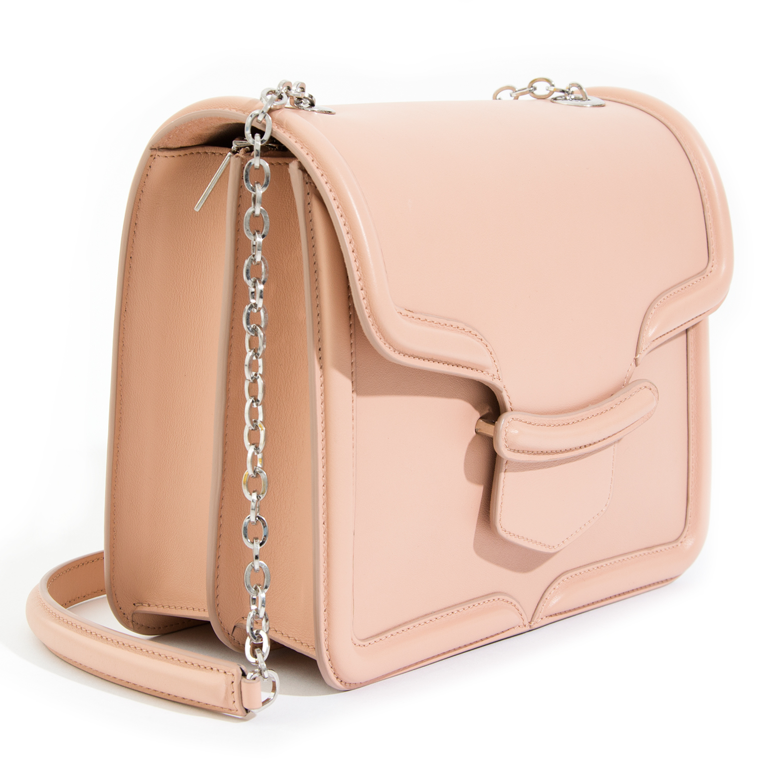 One of Alexander McQueen's classic designs: the Heroine boxy shoudler bag with chain strap, here in a beautiful dusty pastel color 'Blush'.