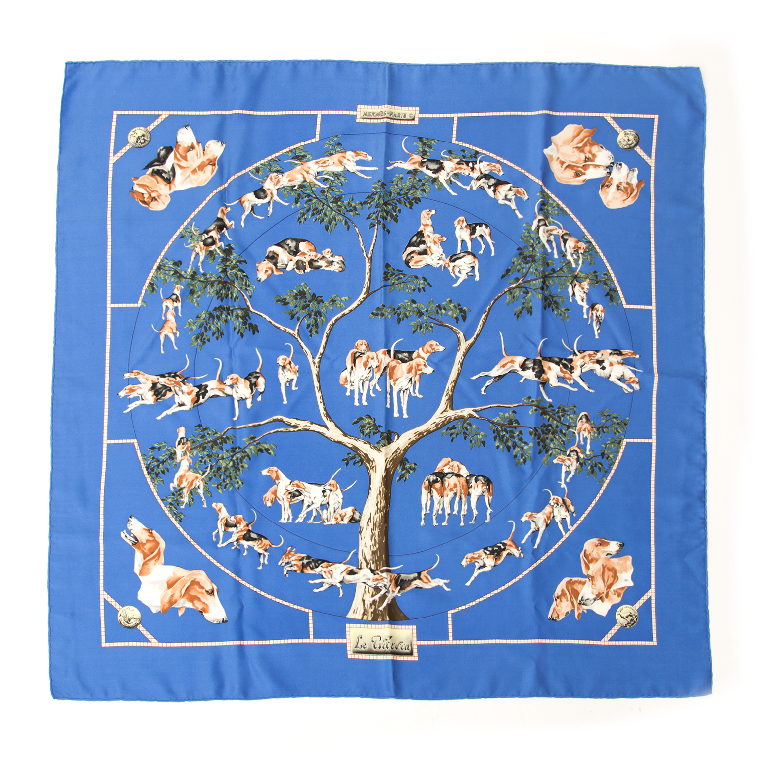Hermes scarf Le Poitevin. Buy authentic vintage Hermès items at the right price at LabelLOV vintage webshop