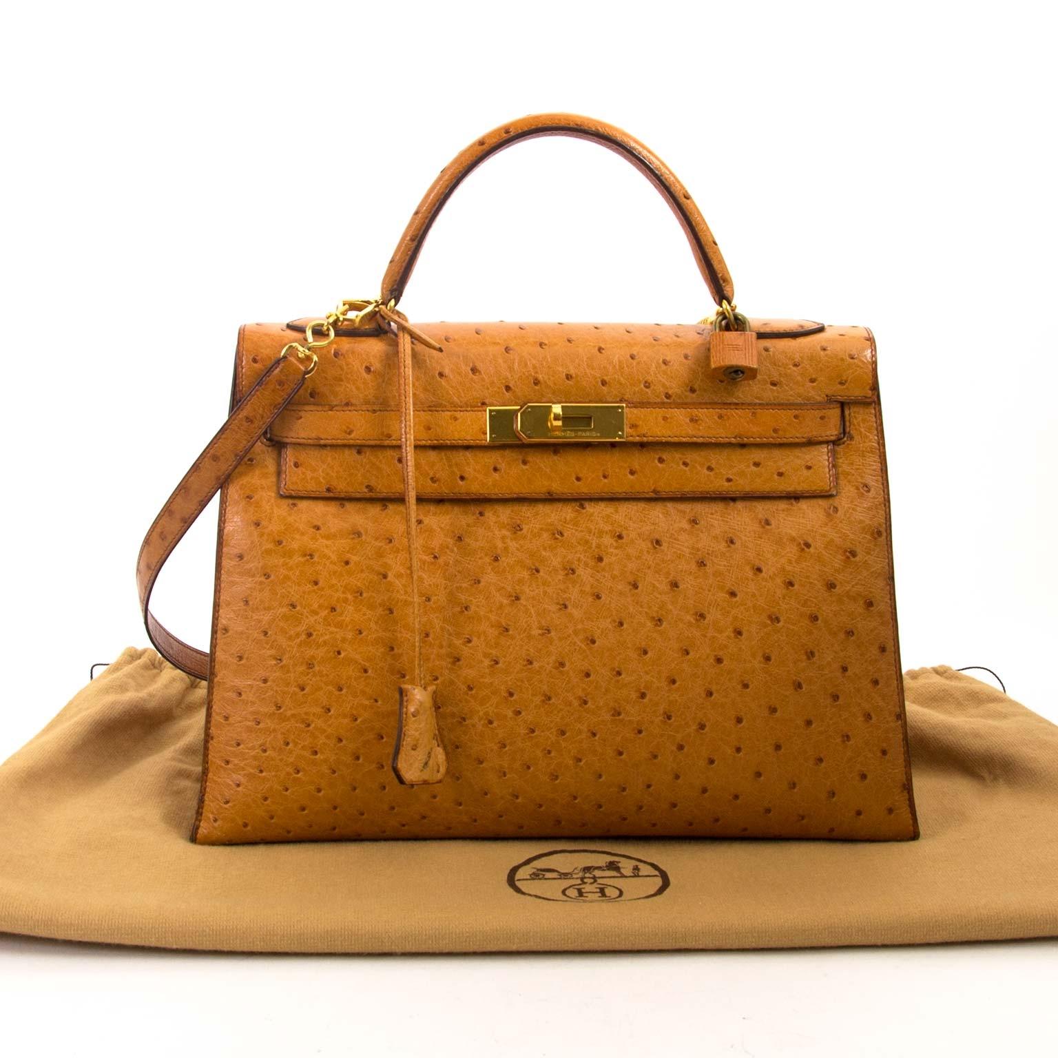 Hermès Kelly 32 Ostrich Gold GHW kopen en verkopen aan de beste prijs bij Labellov