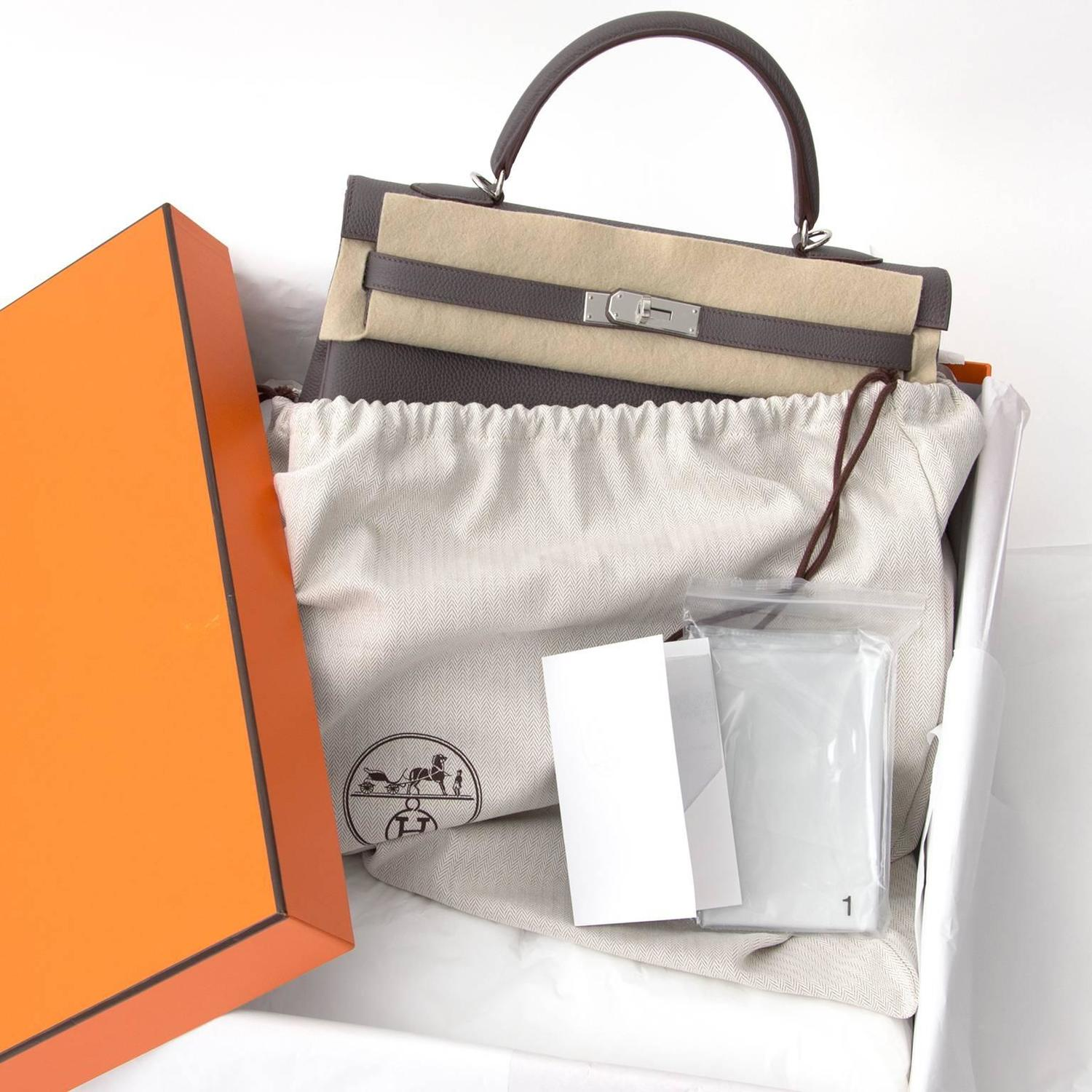 9b46f08527 instant luxe neuf sac a main Hermes Kelly Retroune 35 Togo Etaine PHW  Anvers, Belgique real real designer Brand New Hermes Kelly Retroune 35 Togo  Etaine PHW ...
