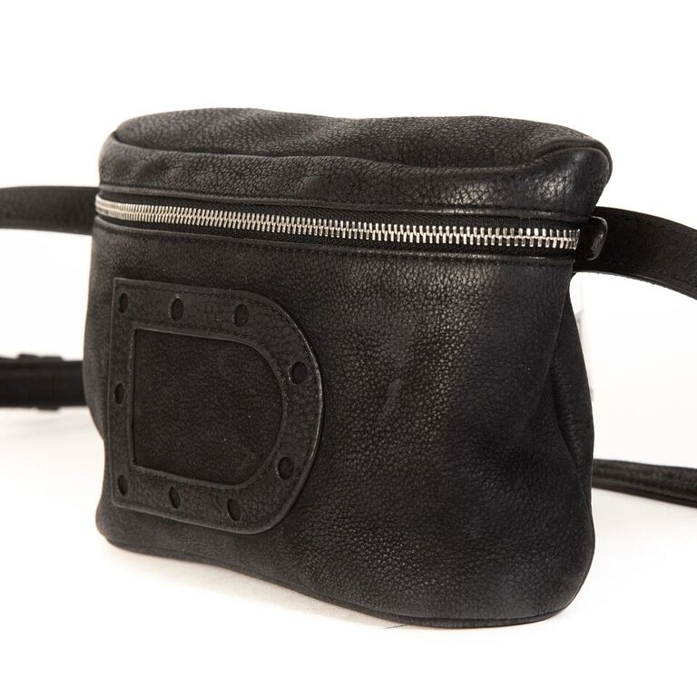 Buy auhtentic Delvaux Belt Bag at the right price at LabelLOV vintage webshop. Shop safe and secure online.