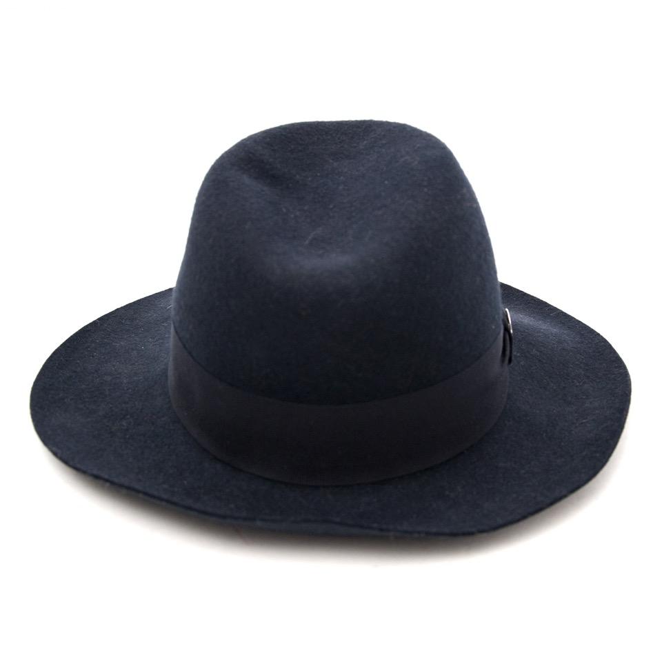 Op zoek naar een nieuwe hoed? Emilio Pucci Blue Merino Wool Hat kopen bij Labellov.
