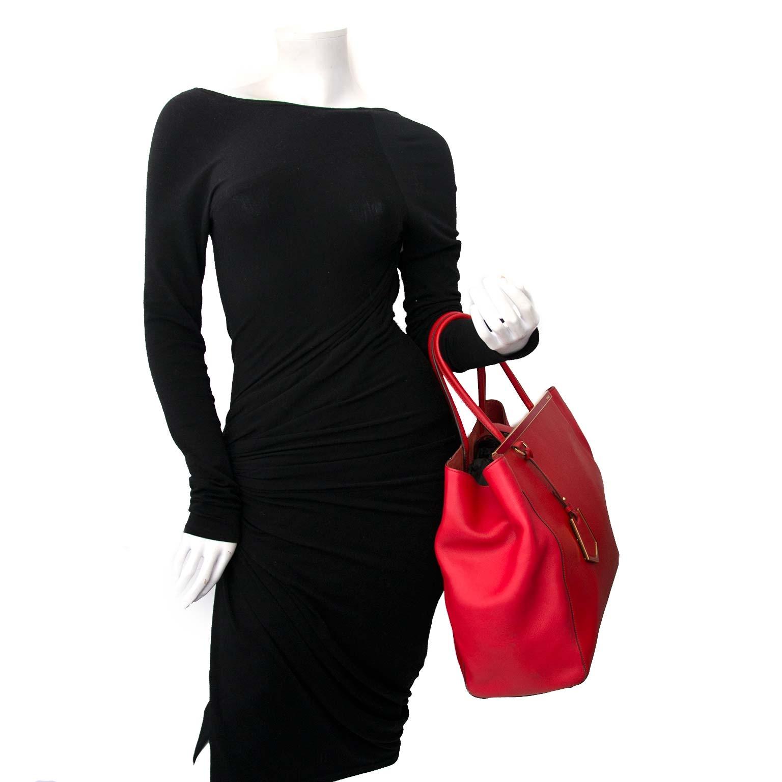 Fendi Red 2Jours Vitello Leather Large Tote Bag Buy authentic designer Fendi secondhand bags at Labellov at the best price. Safe and secure shopping. Koop tweedehands authentieke Fendi tassen bij designer webwinkel labellov.